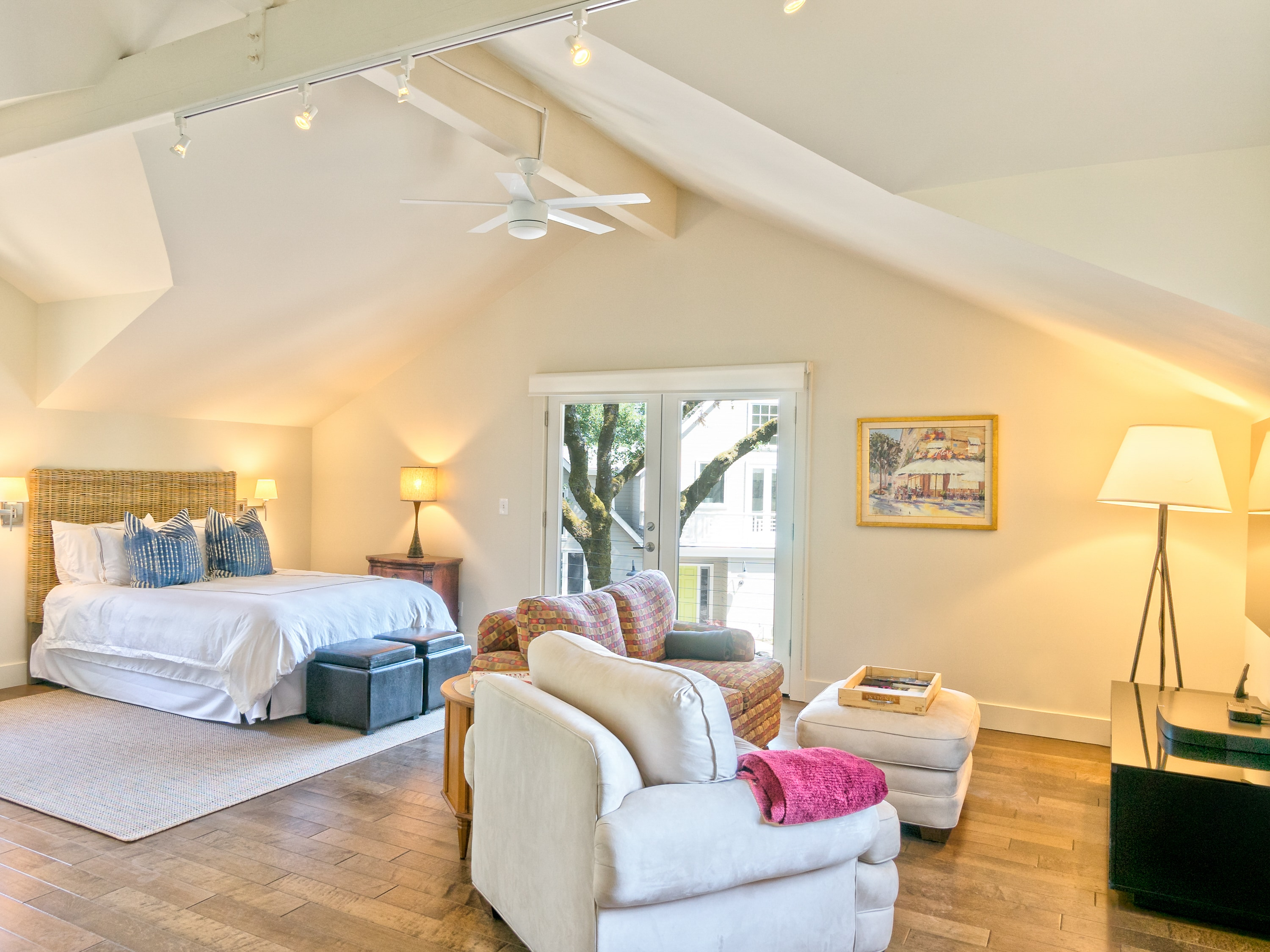 900 sq. ft. studio-style loft space with queen bed and high ceilings.