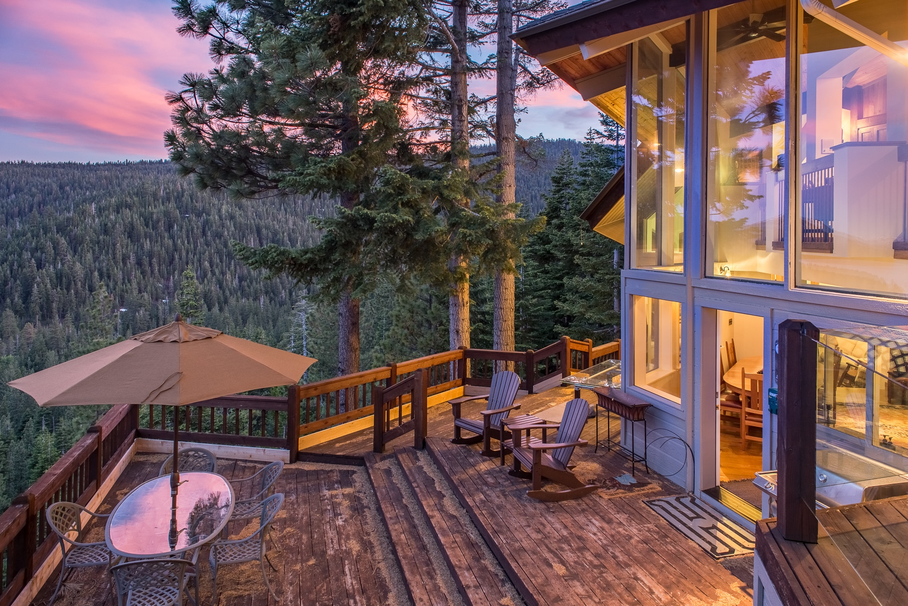 Watch stupendous sunsets from the privacy of the deck.