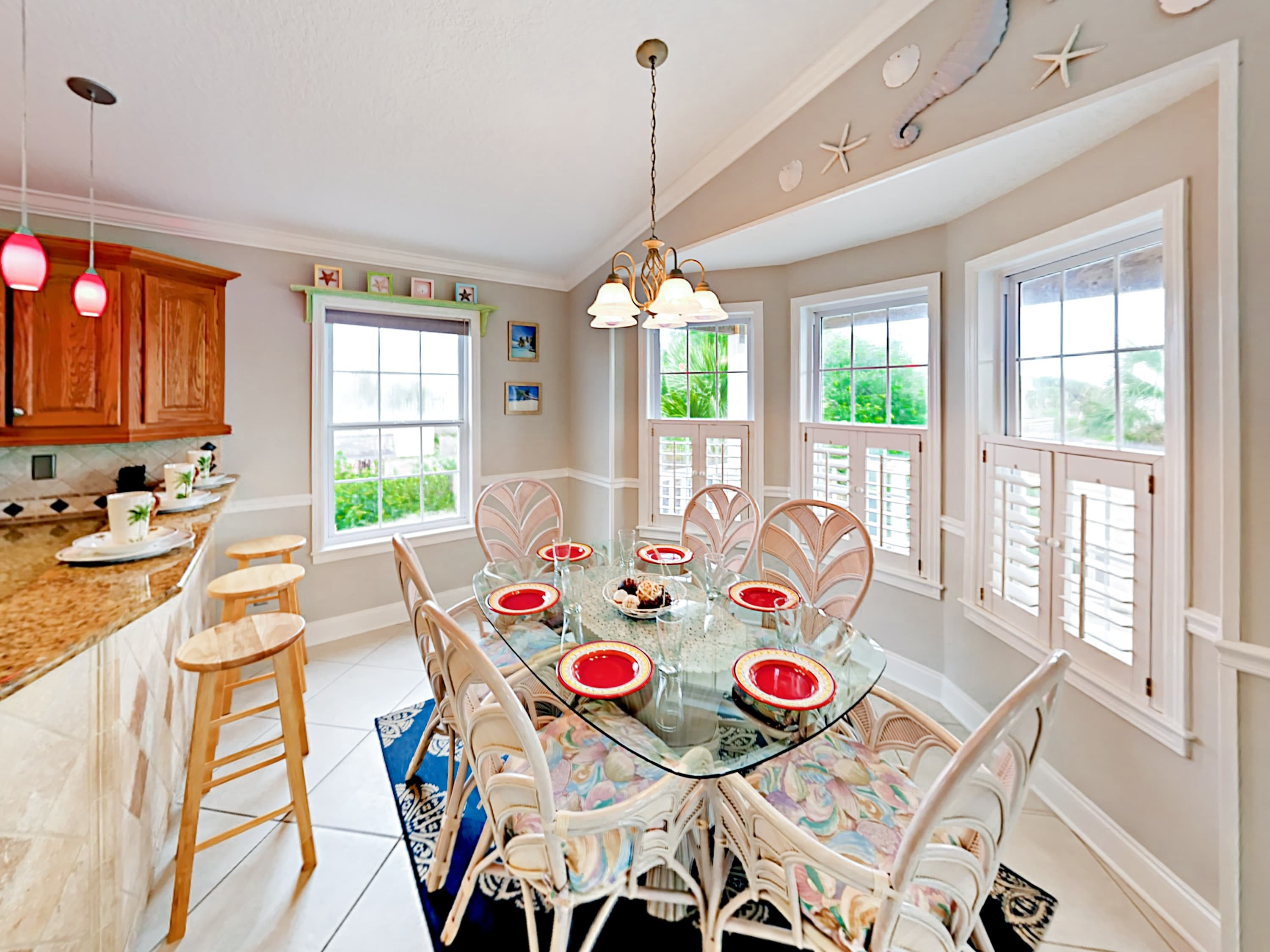 A glass dining table offers seating for 6.