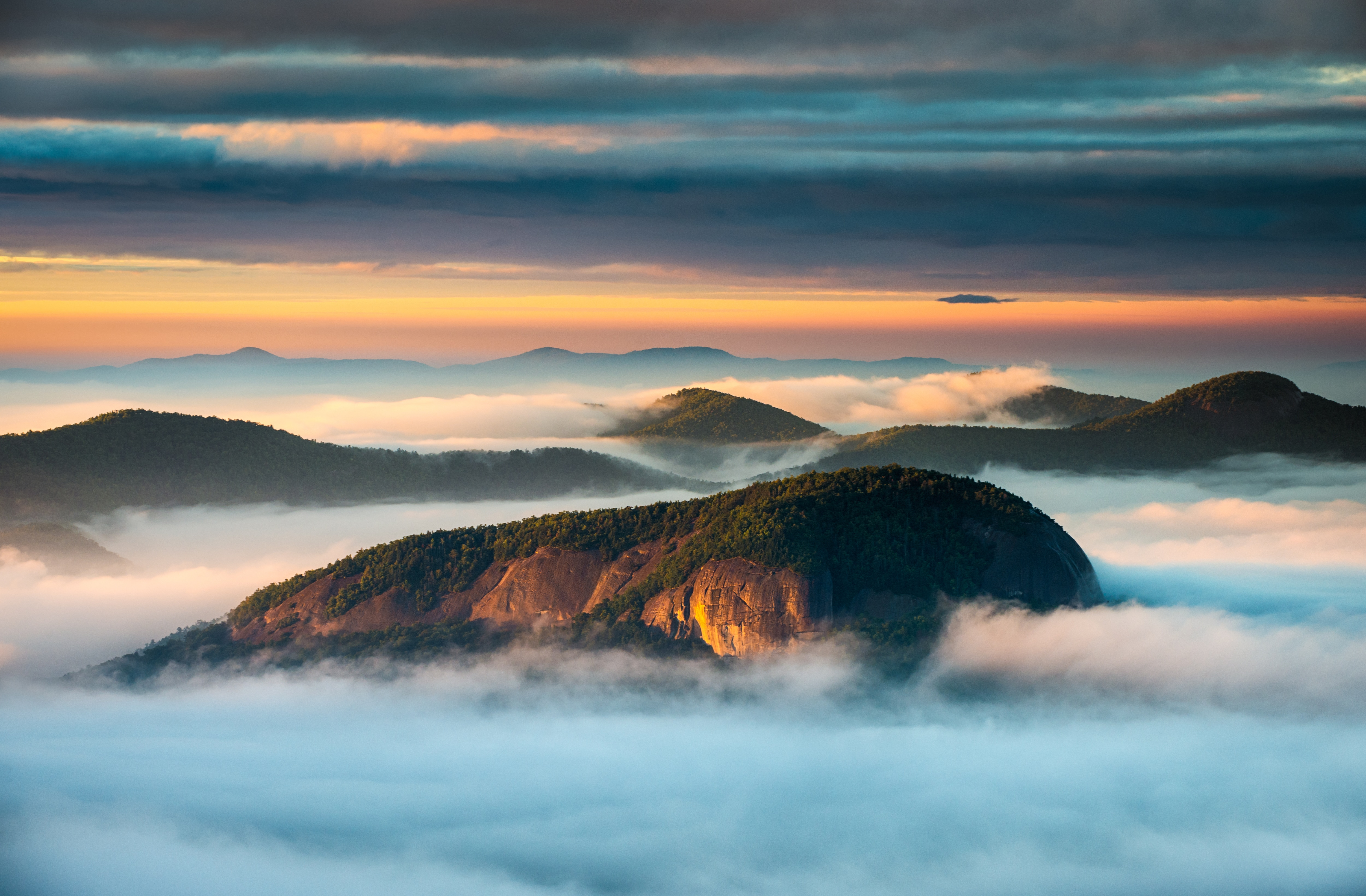 Early birds can catch a sunrise at nearby Looking Glass Rock.