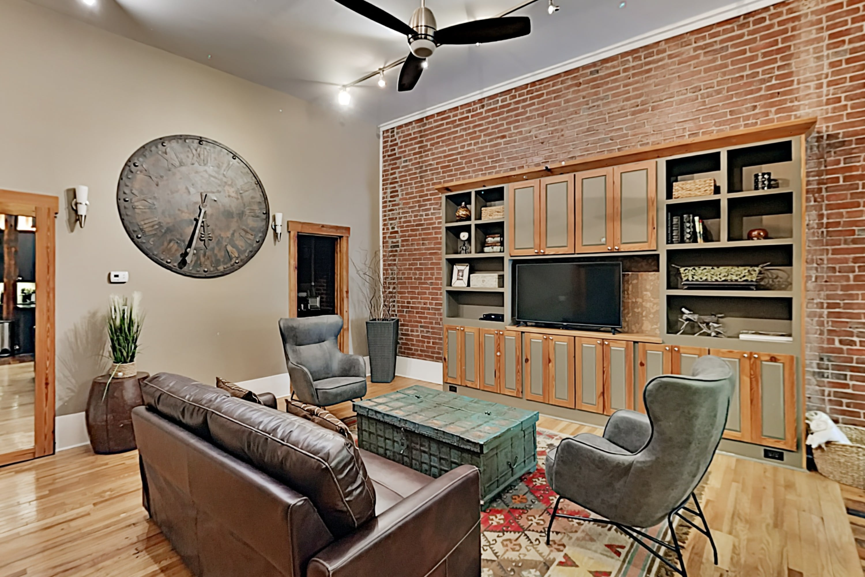 Newly Renovated Loft Apartment in City Center
