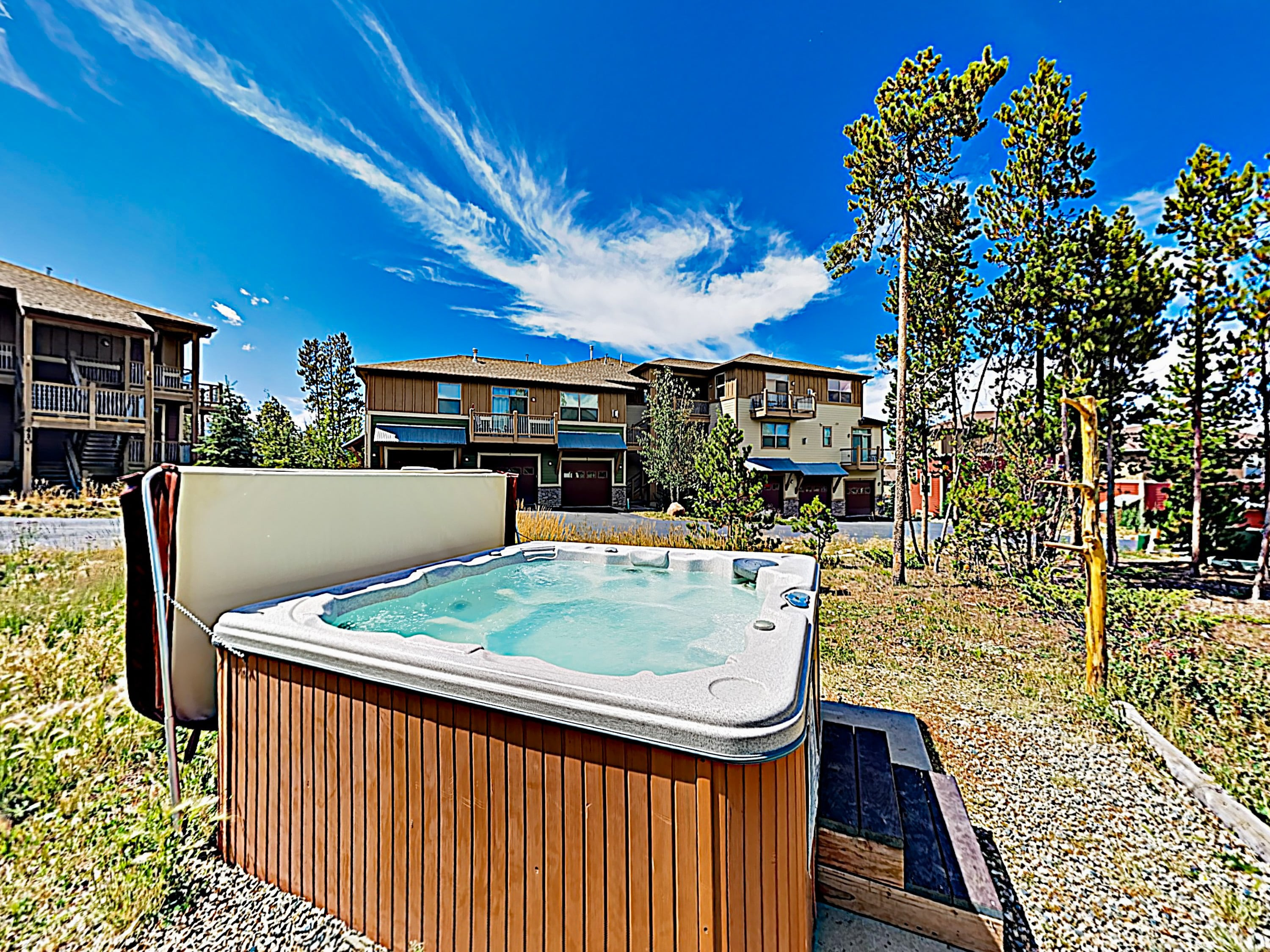 After days on the slopes, soak in the 2 community hot tubs just outside your door.