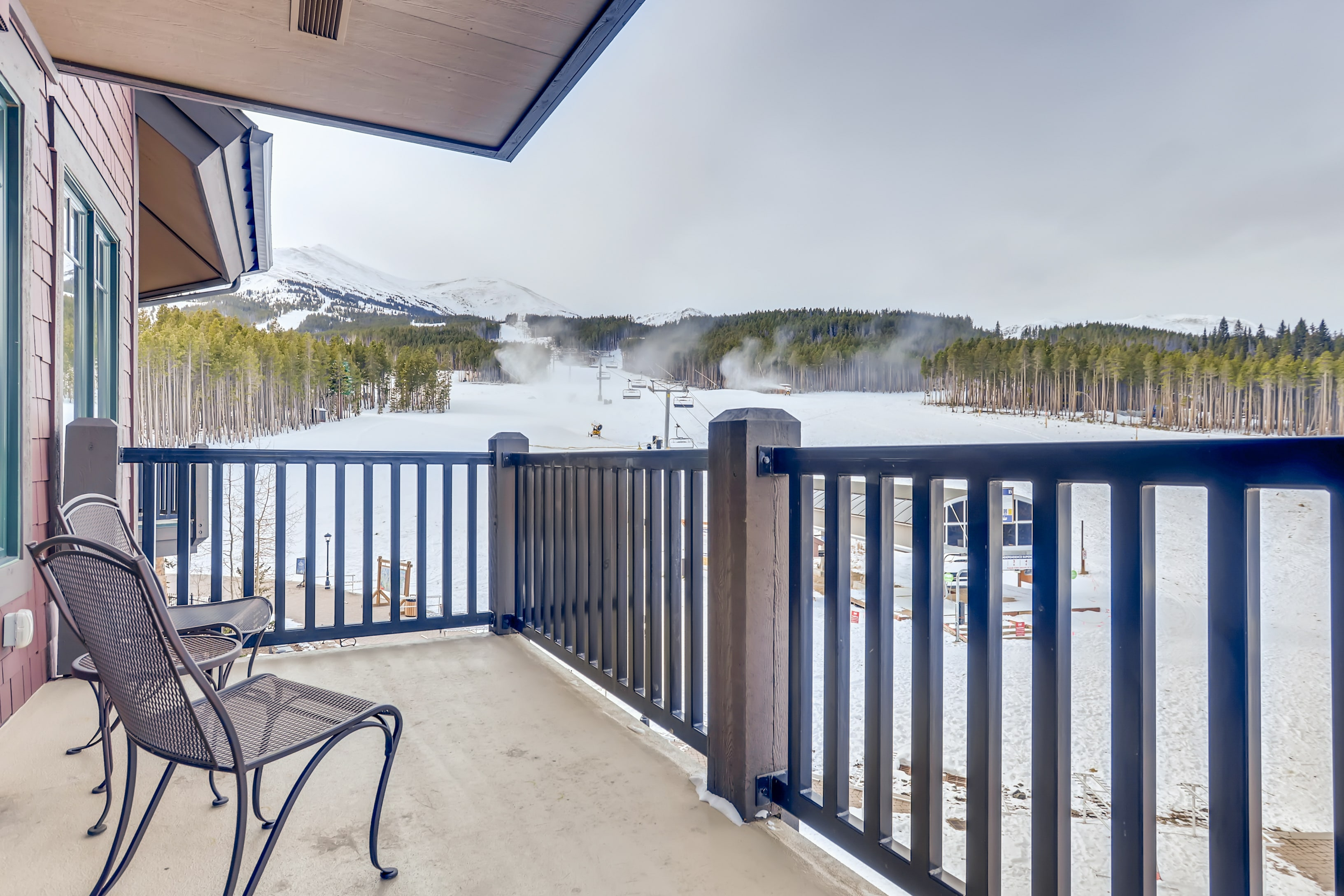 Conveniently located directly above the Independence SuperChair, this condo makes it easy to be the first on the mountain!