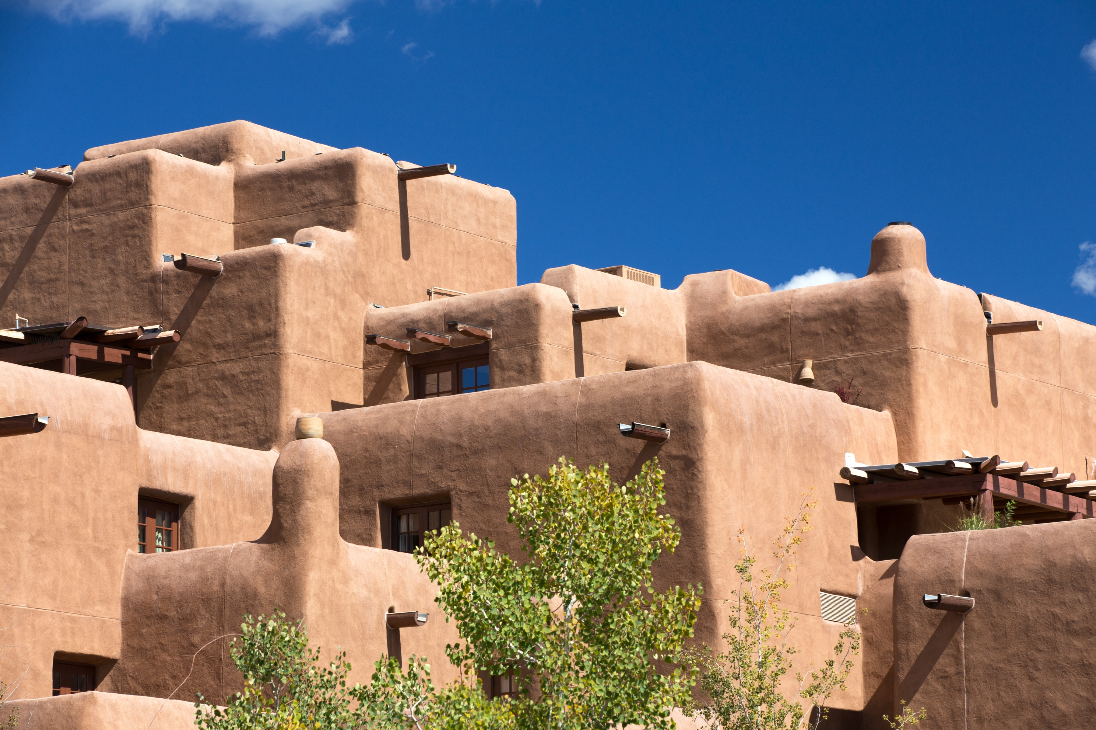 Stay closer to top Santa Fe attractions at Zona Rosa.