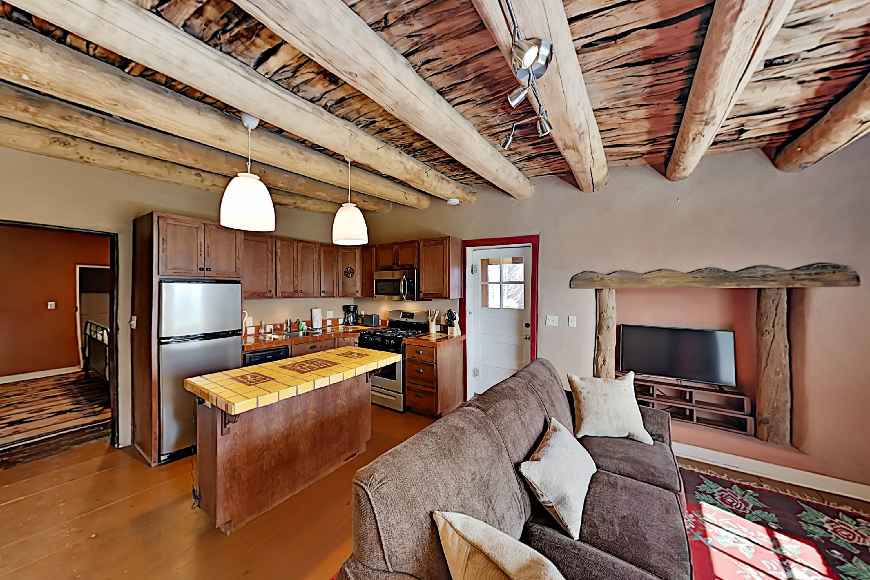 Luxe 2-Unit Hideaway: Historic Suite & Casita
