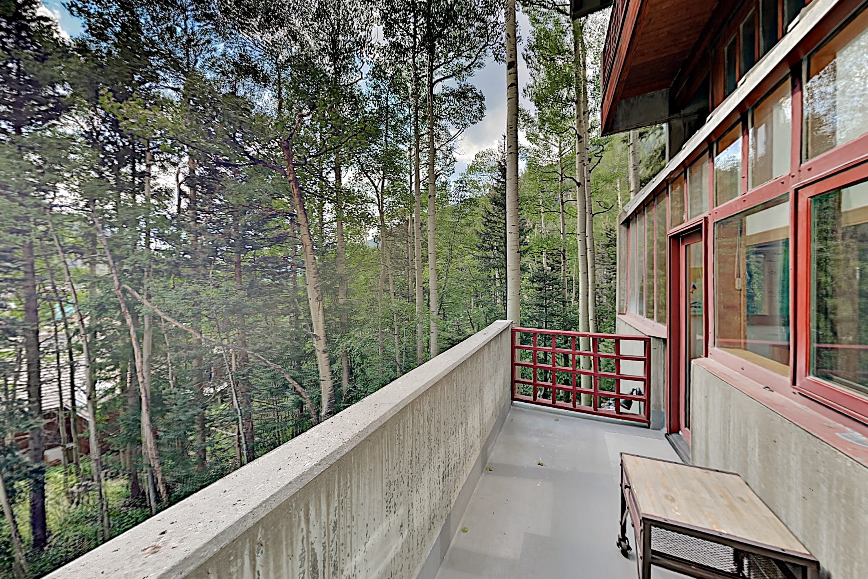 Modern Mountain-View Getaway - Walk to Ski Lifts
