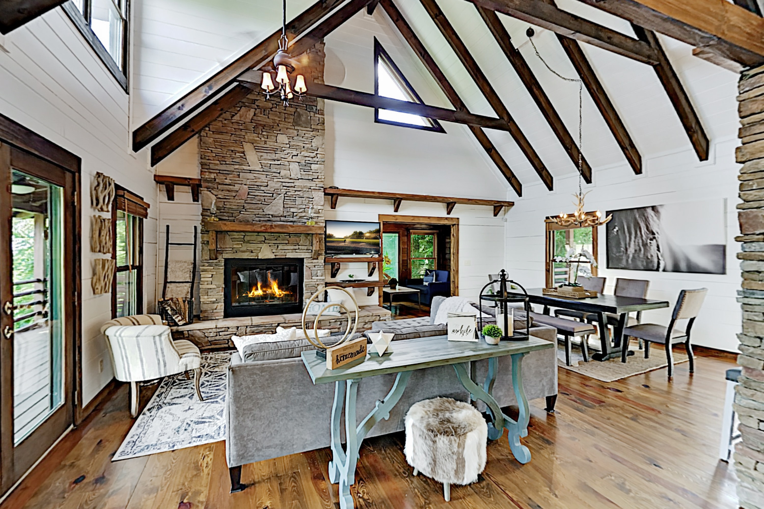 Stylish Mountain Retreat: 2 Suites, Near Asheville