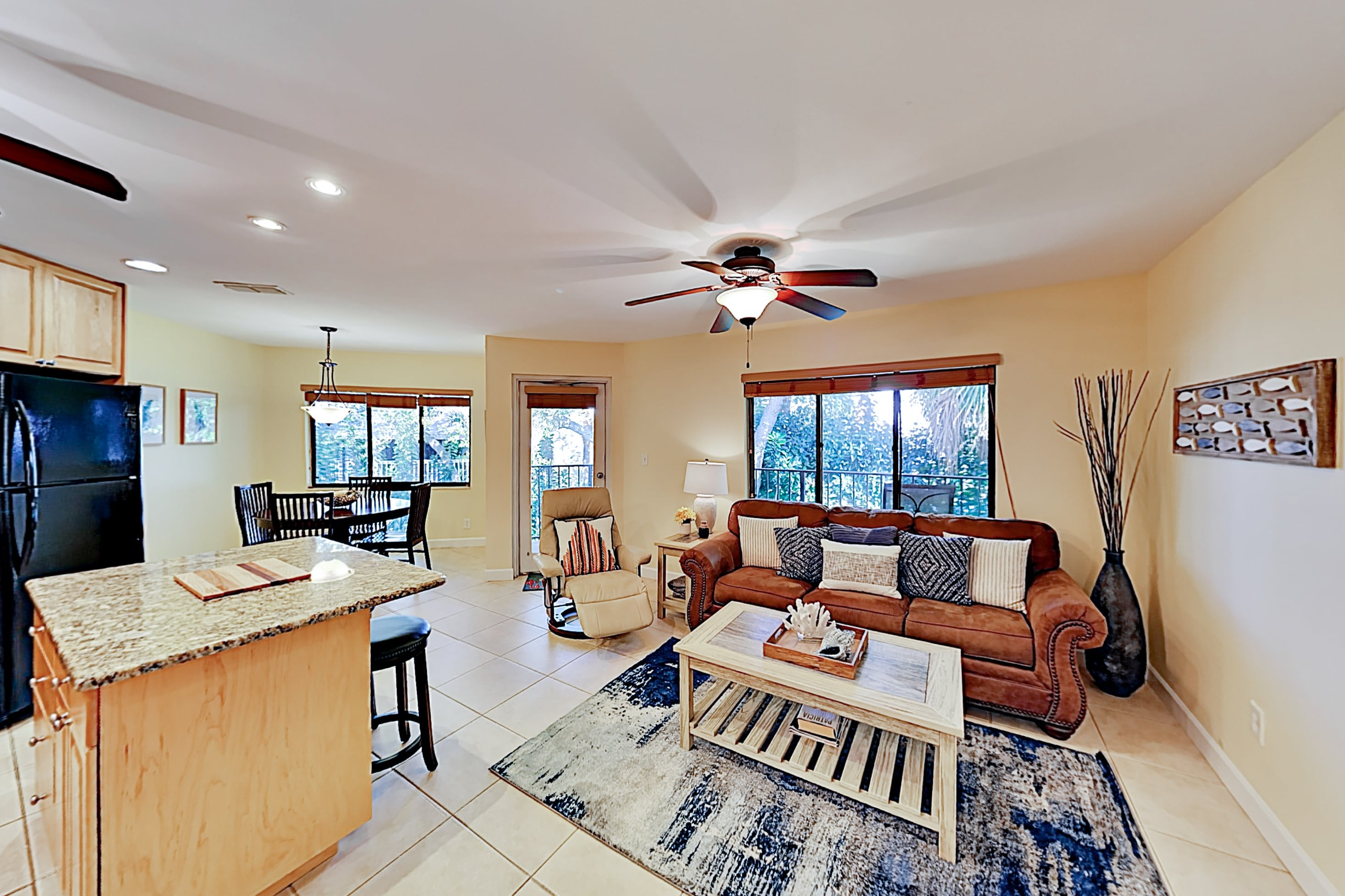 Holiday Island Top Floor | Pool, Hot Tub & Grills