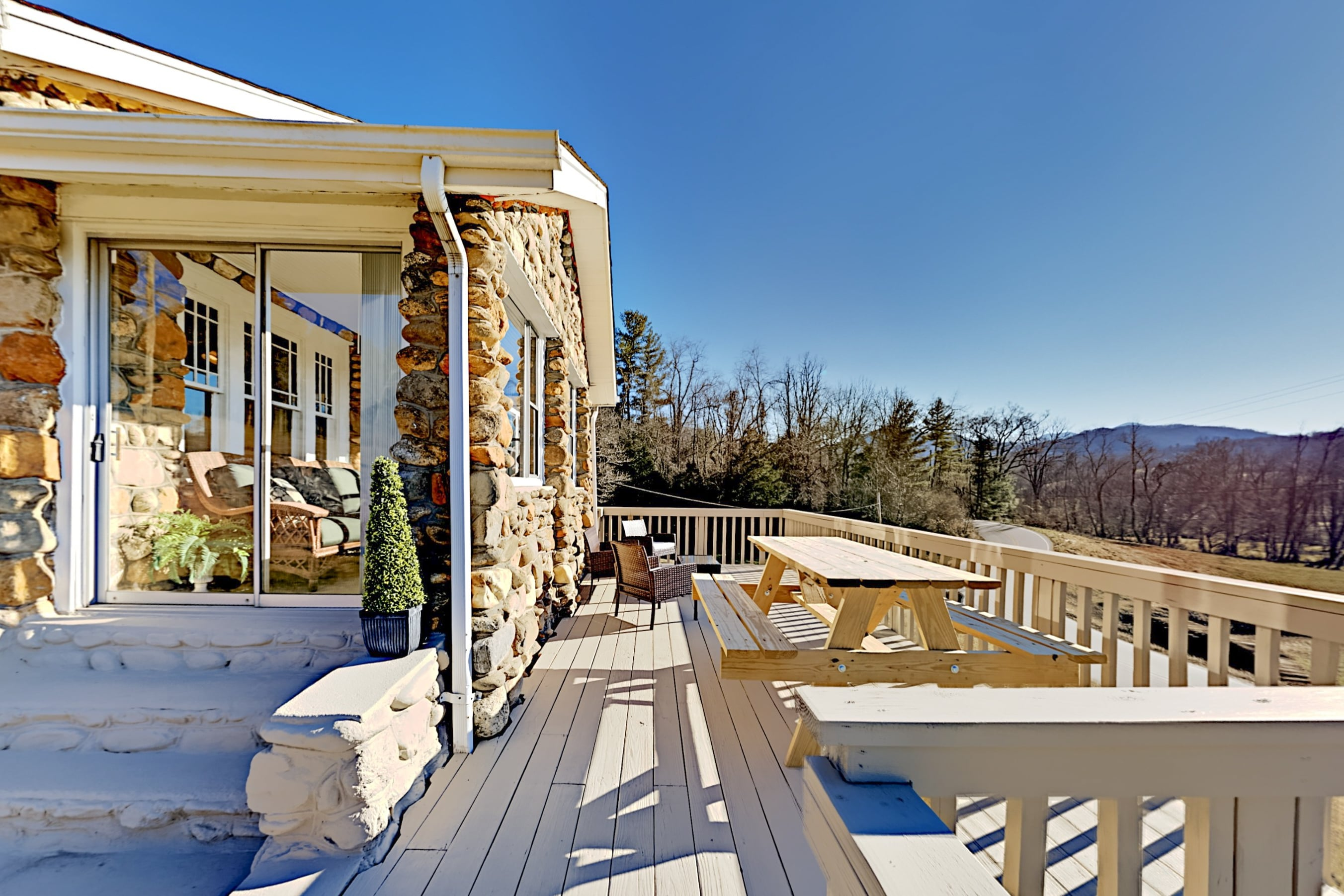 Idyllic Cornerstone | Near Asheville, Lake, Skiing
