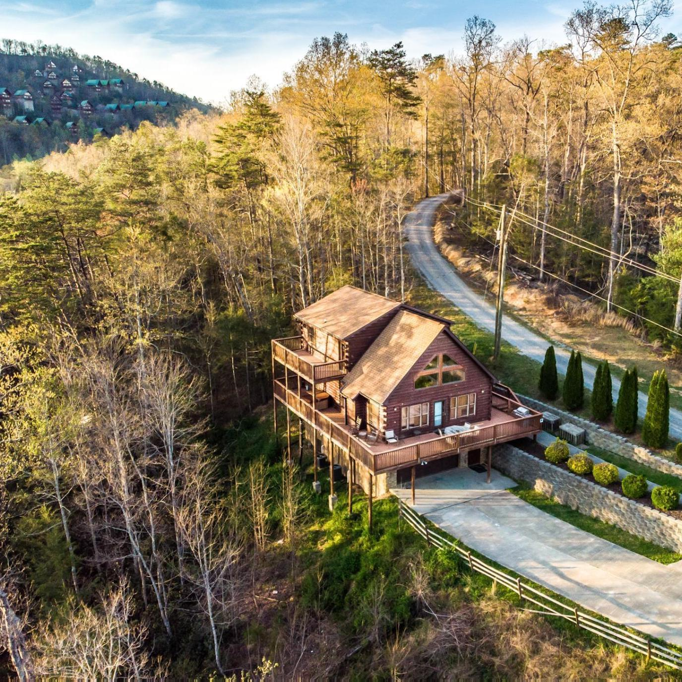 Gatlinburg vacation rental nestled in the mountains