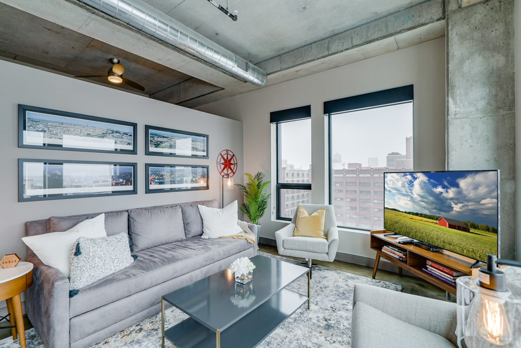 Luxury Corner Condo with Minneapolis Views