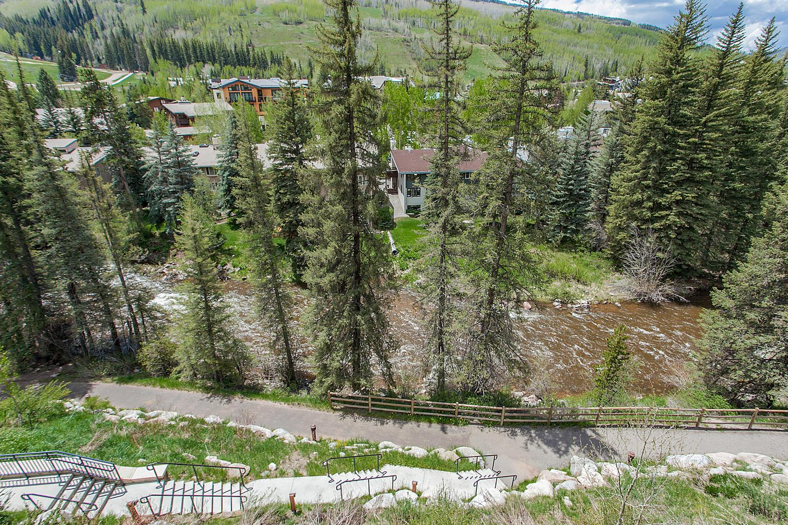 4 Bedroom Condo with Private Hot Tub Views over the top of Vail Village