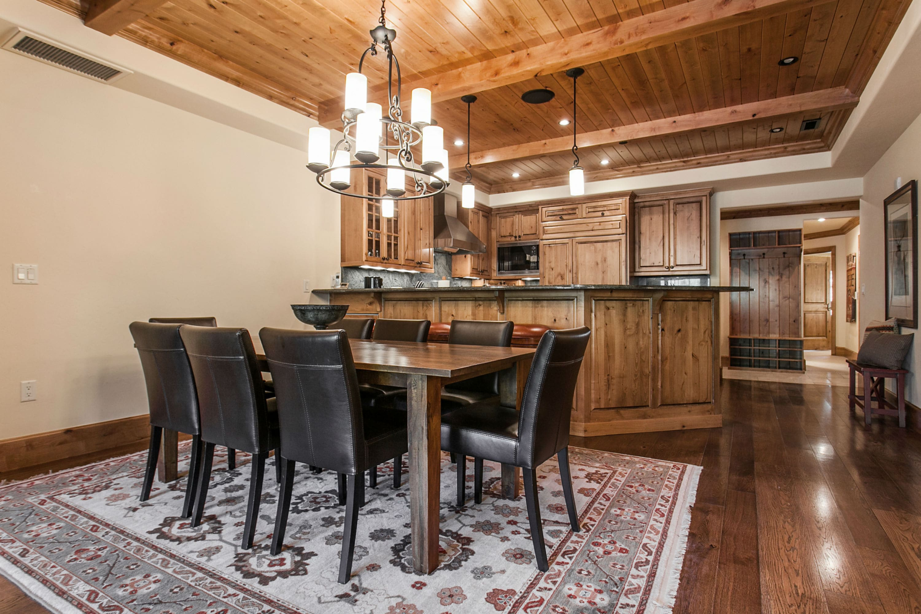 Cozy Alpine Retreat in Vail Village with Heated Pool and Hot Tub Access