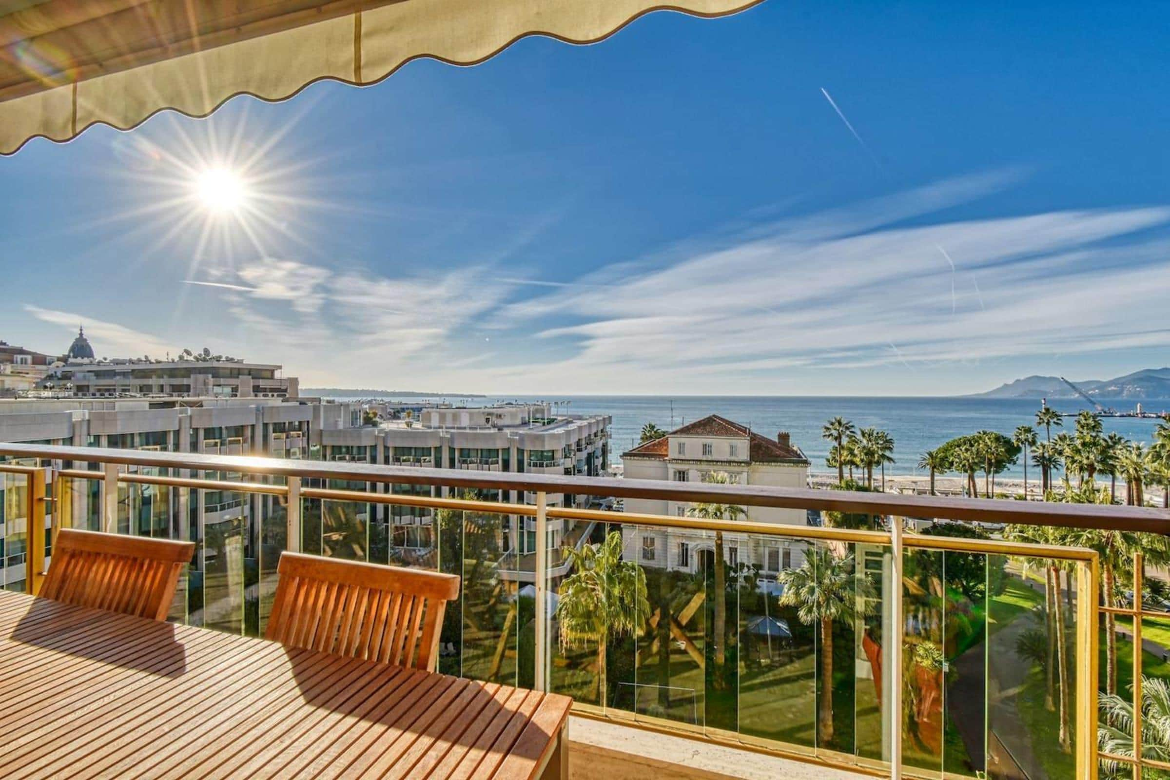 Property Image 2 - Amazing Sea View Flat, 1min to the Beach and Palais