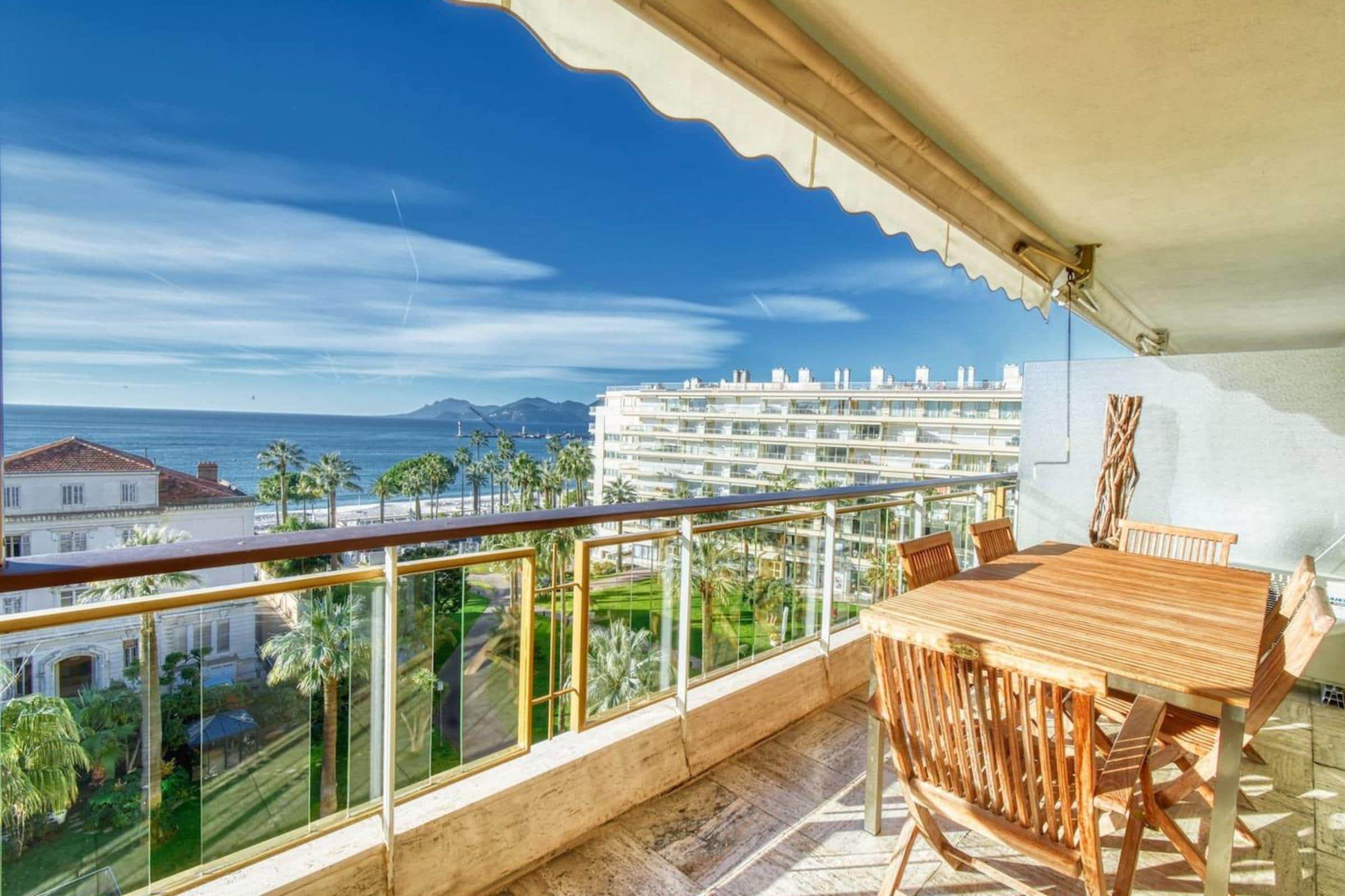 Property Image 1 - Amazing Sea View Flat, 1min to the Beach and Palais