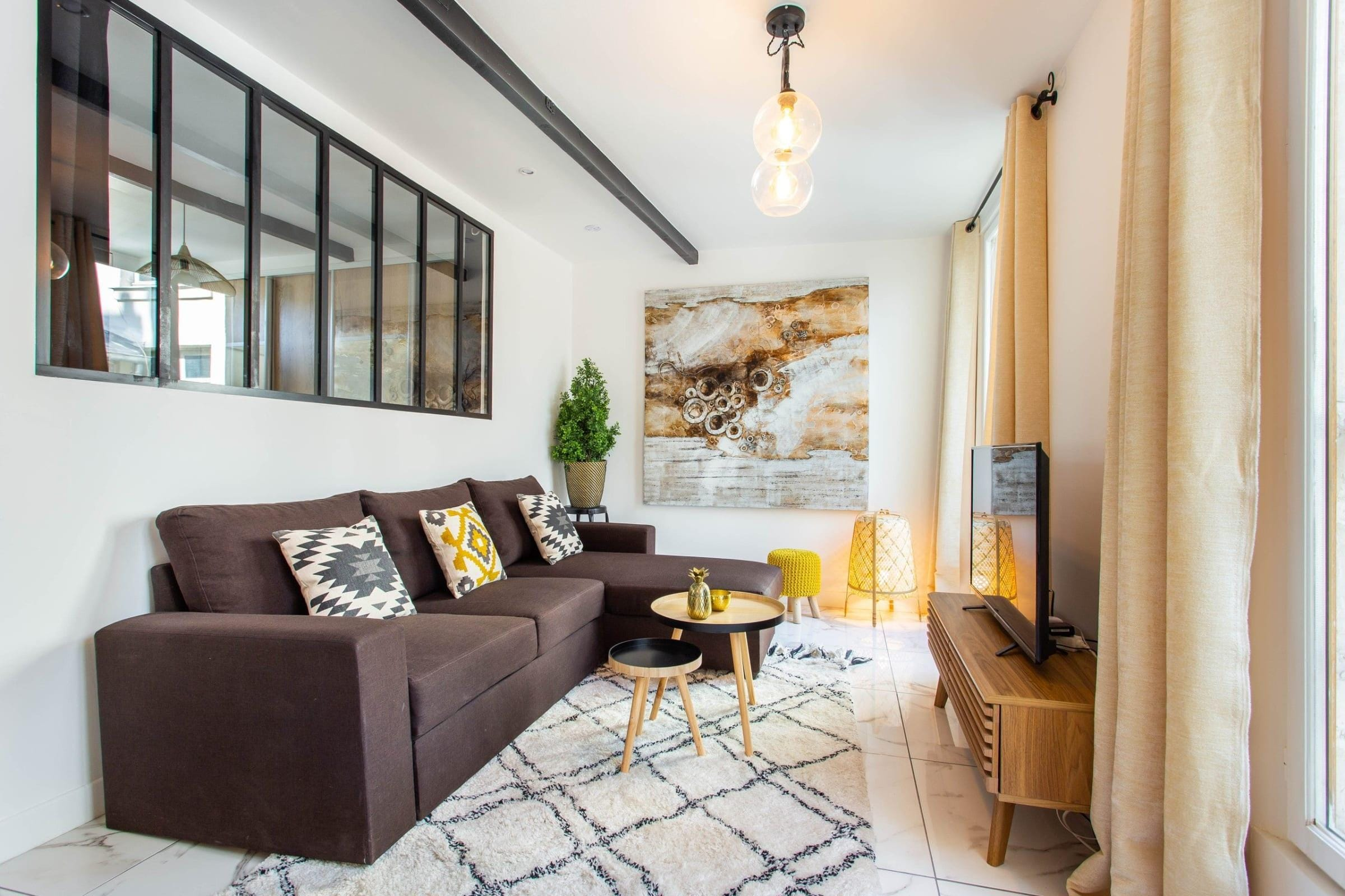 Montorgueil Fourth Floor Modern and Vibrant Apartment