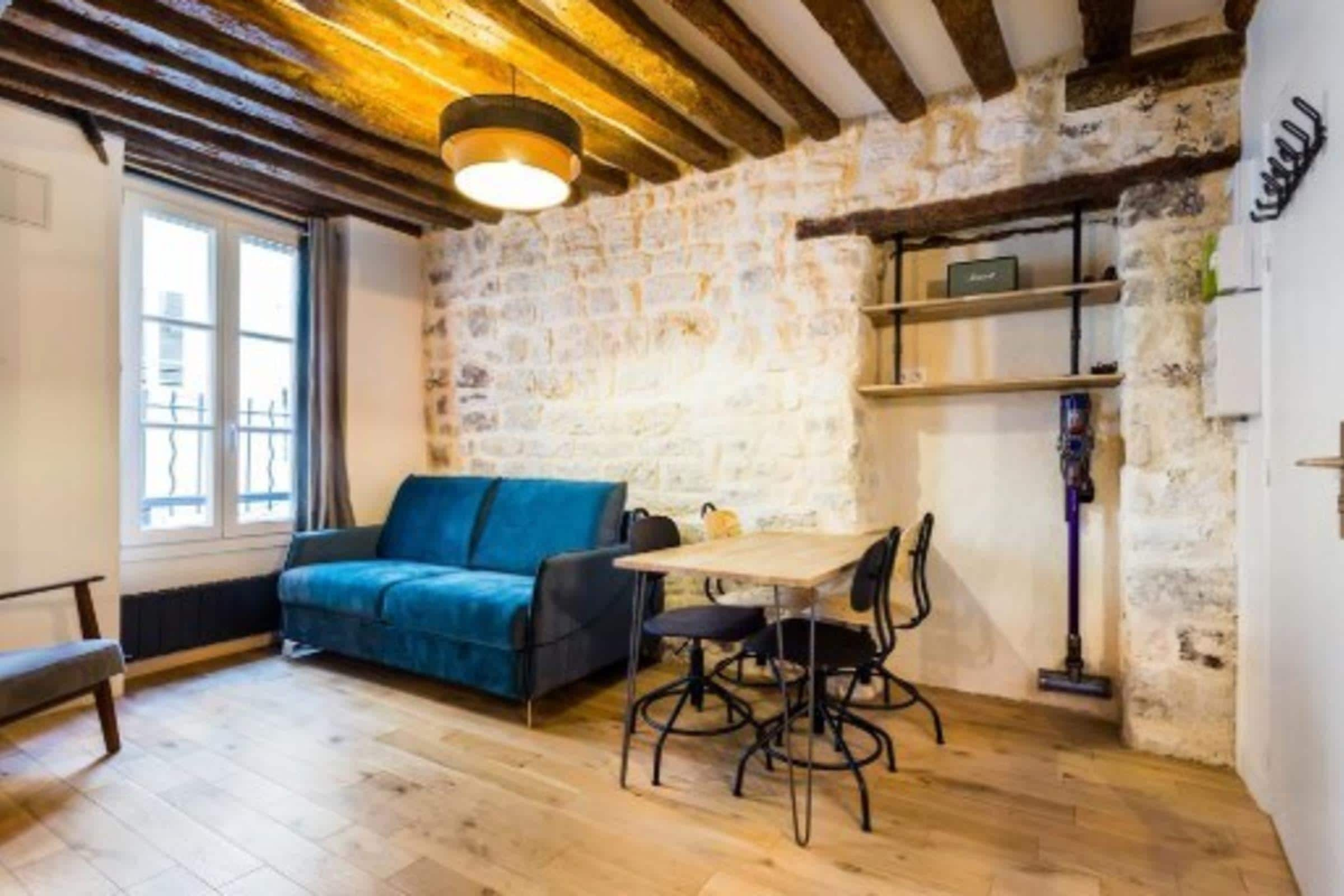 Lovely Apartment with Paid Parking near Montorgueil