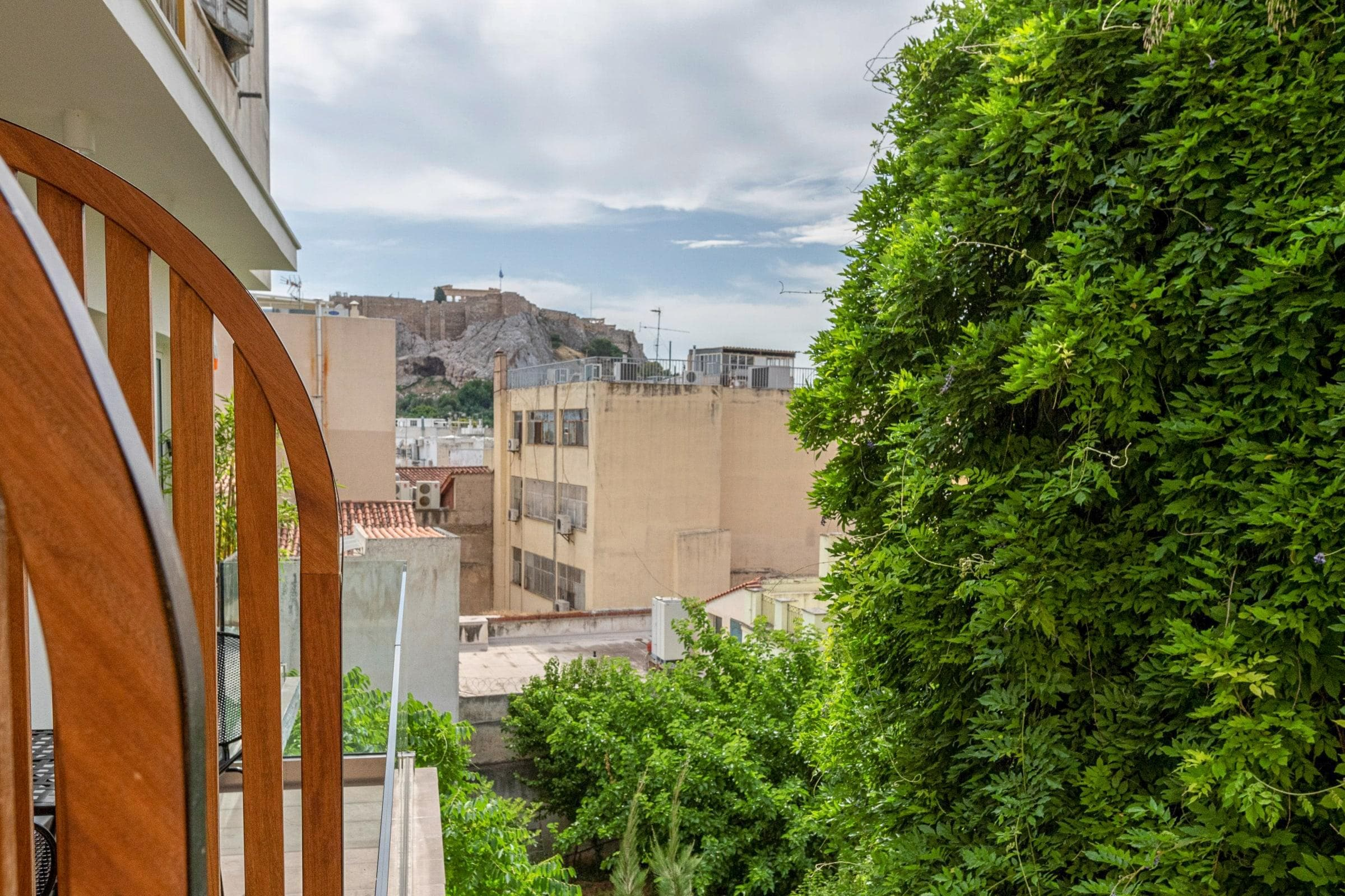 Property Image 2 - Beautifully appointed 1BR apartment with Acropolis View