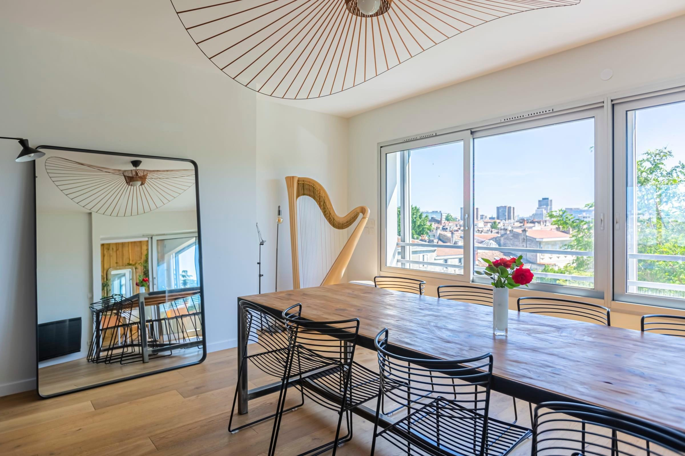 Property Image 2 - Spacious four bedroom Apartment with Rooftop Deck in Bordeaux
