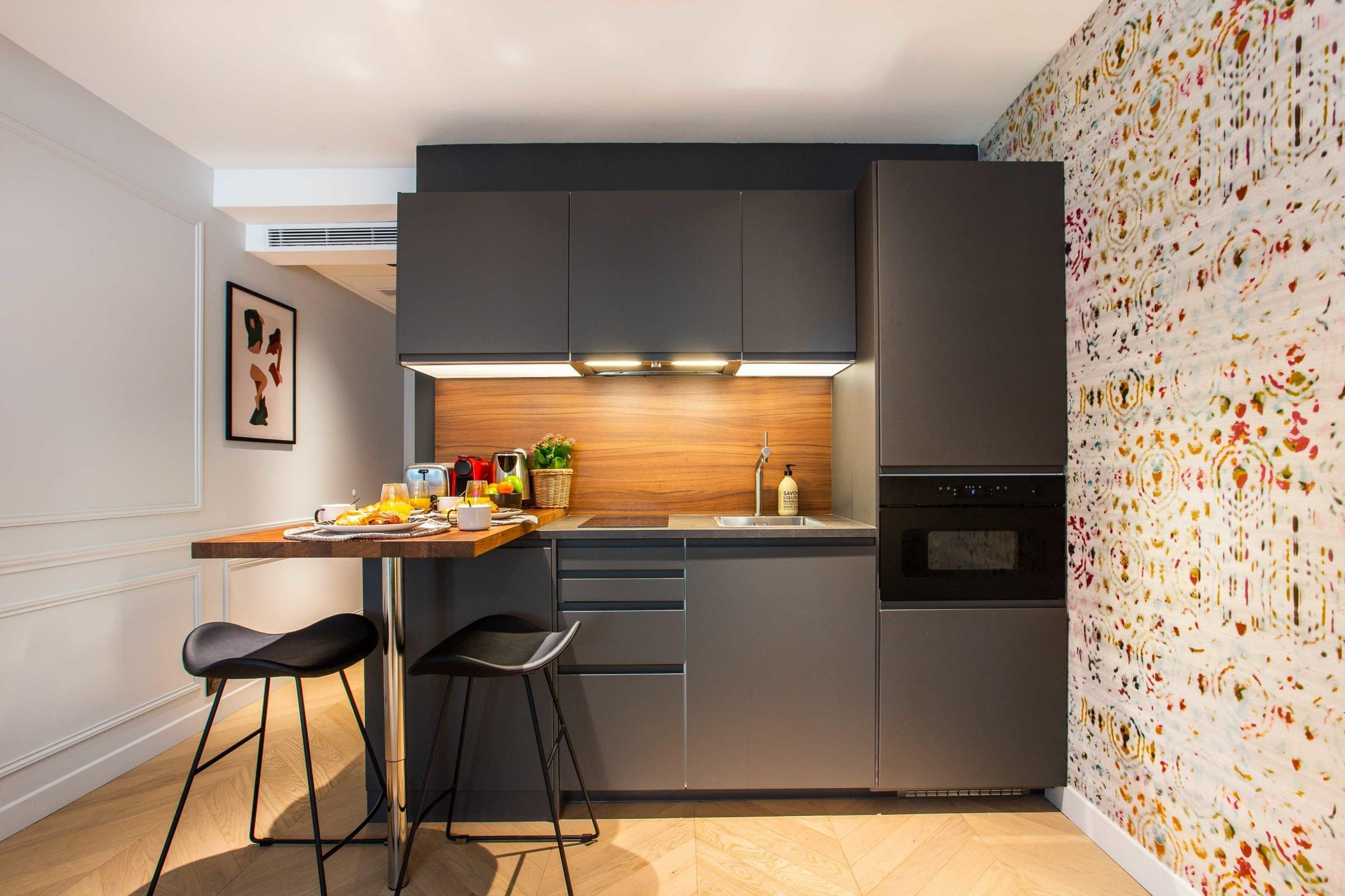 Montorgueil Dazzling Apartment with Lively Design