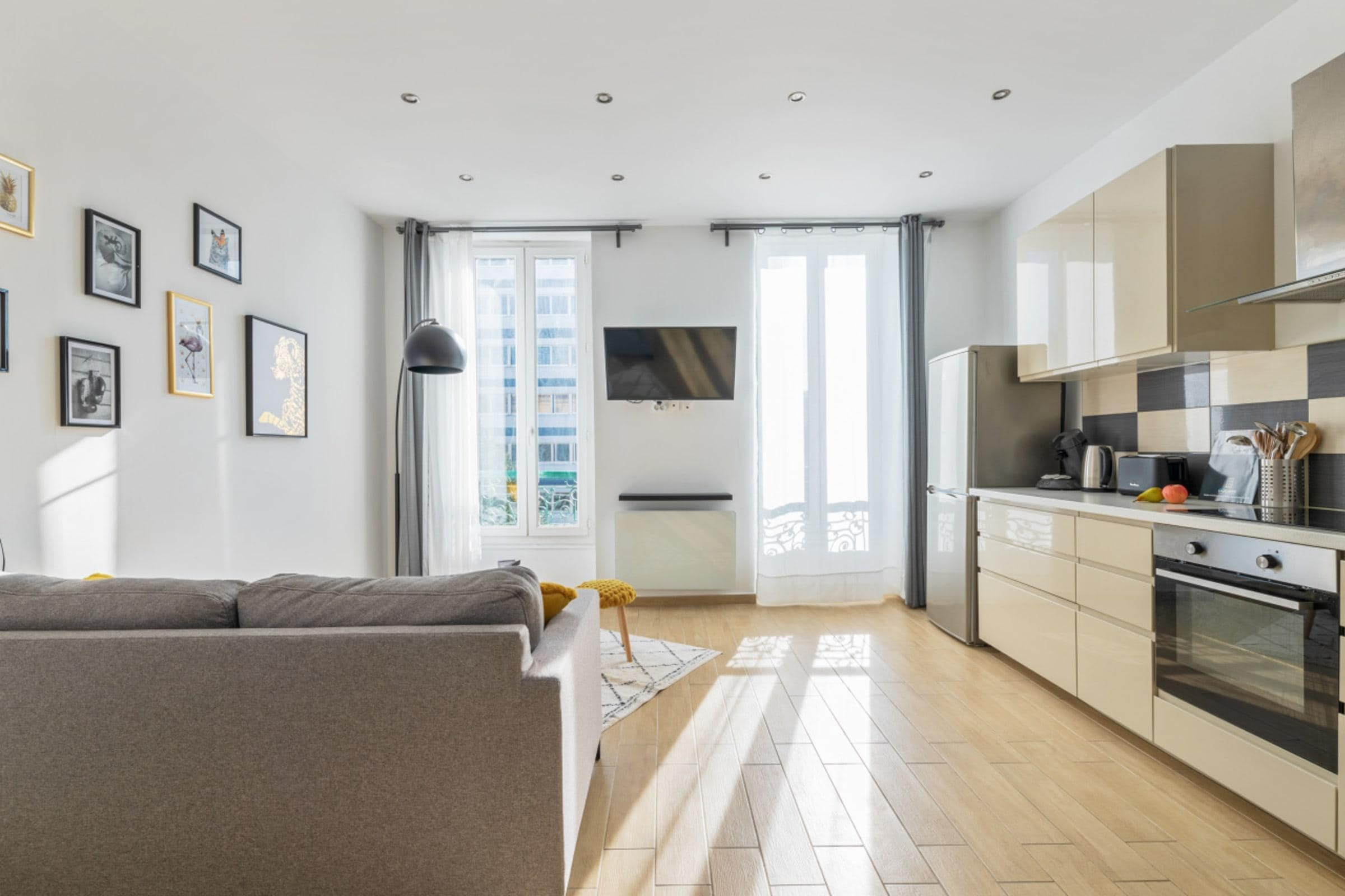 Property Image 1 - Contemporary Radiant Apartment near Terrasses du Port