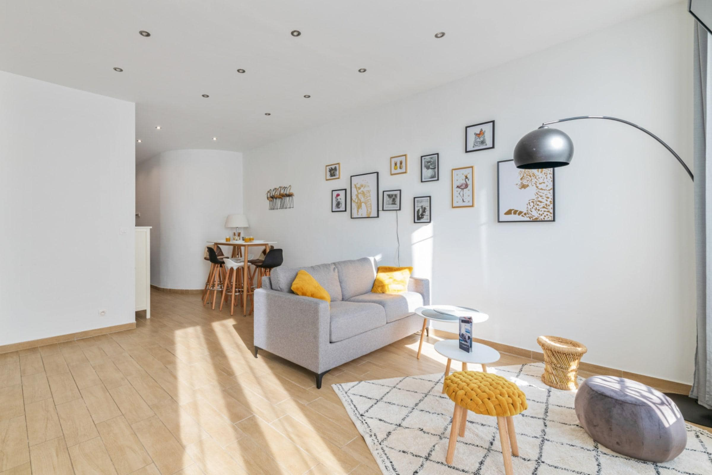 Property Image 2 - Contemporary Radiant Apartment near Terrasses du Port