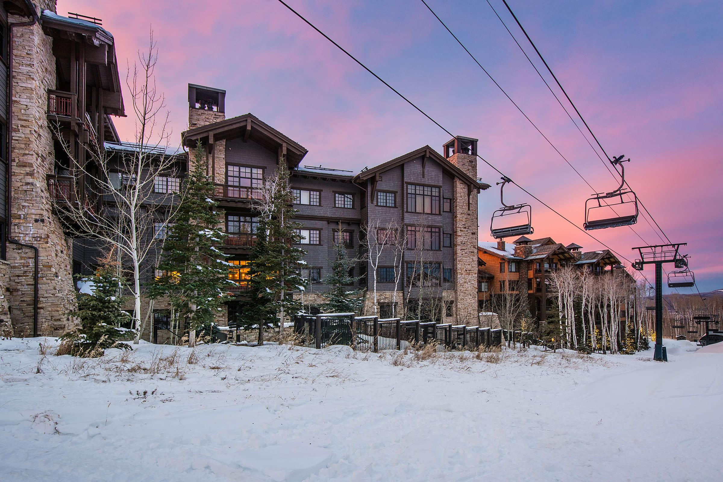 Stylish Ski-in/Ski-out Condo with Community Hot Tubs