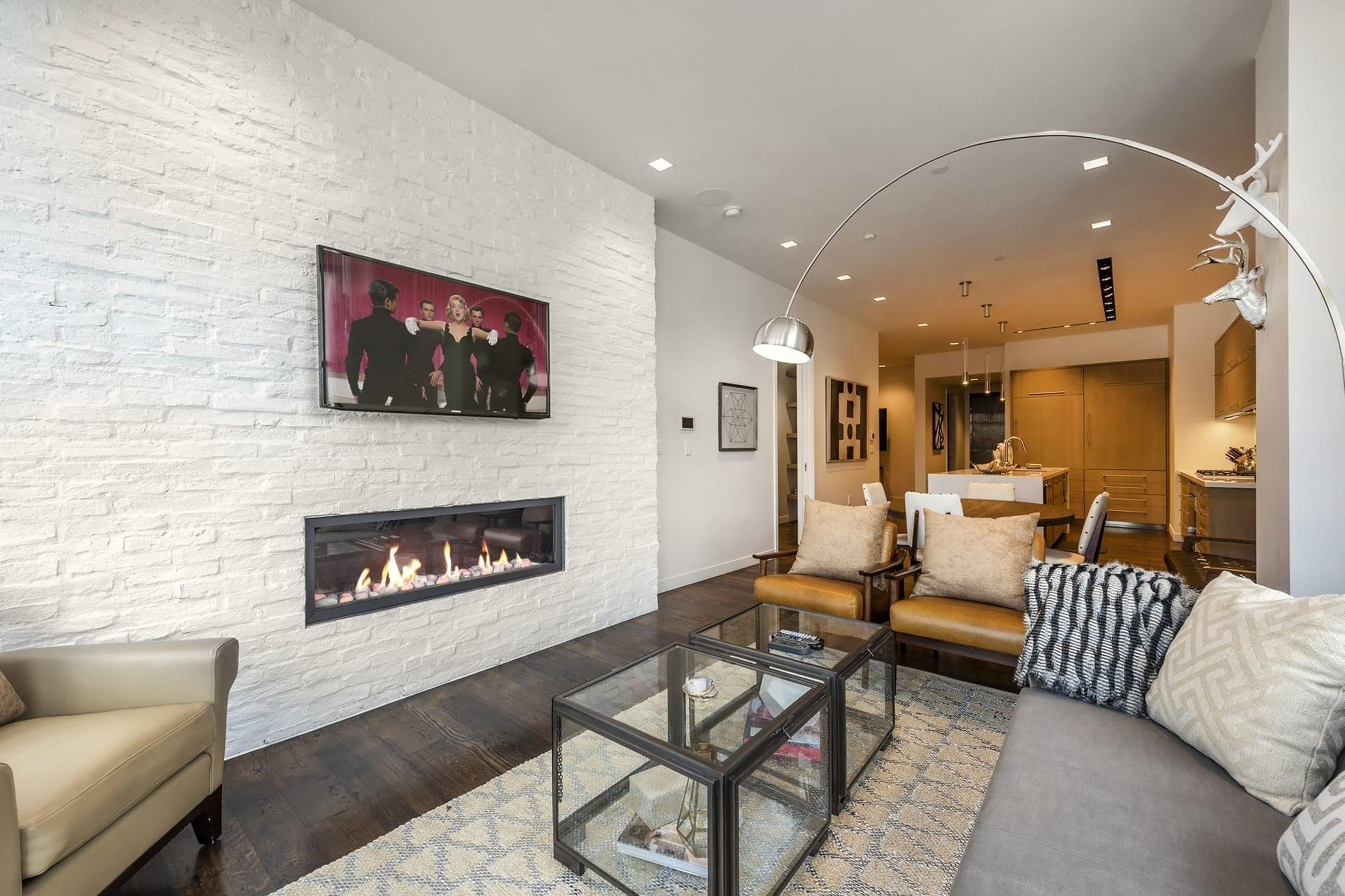 Stylish Condo Right on Main St. with Private Hot Tub