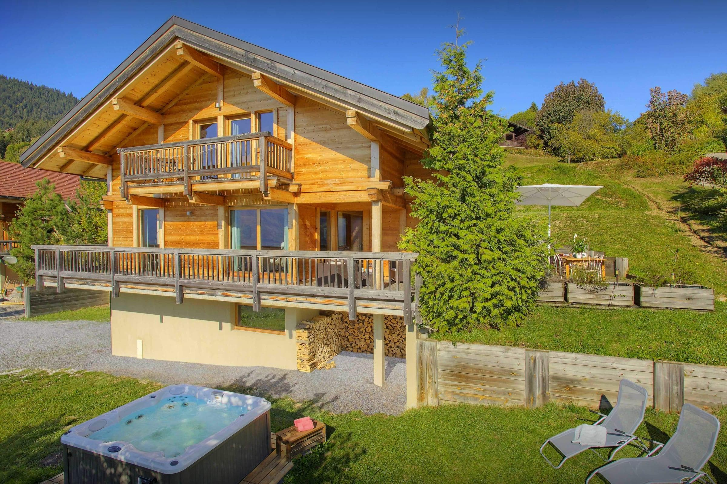 Property Image 2 - Spacious Mountain Chalet With Hot Tub