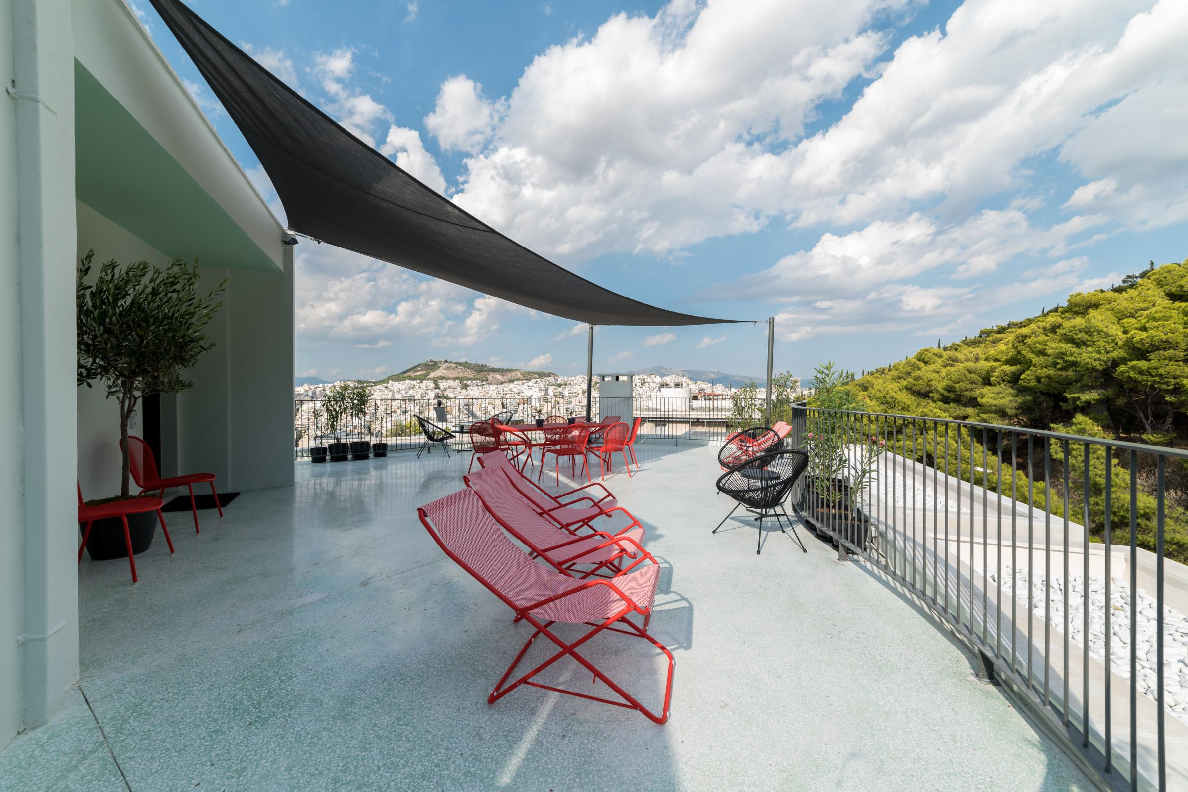 Property Image 1 - Charming 2BR Apartment with Shared Rooftop Terrace and Gym
