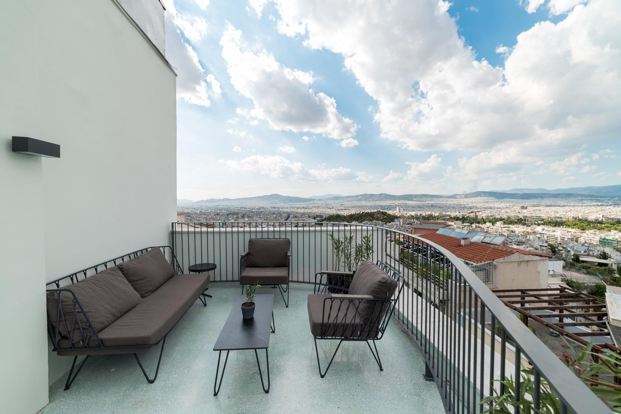 Property Image 2 - Charming 2BR Apartment with Shared Rooftop Terrace and Gym