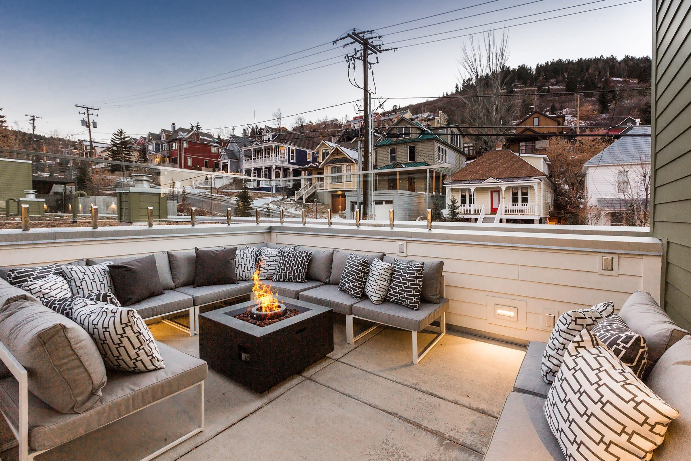 Luxury Condo Right on Main St. with Private Hot Tub