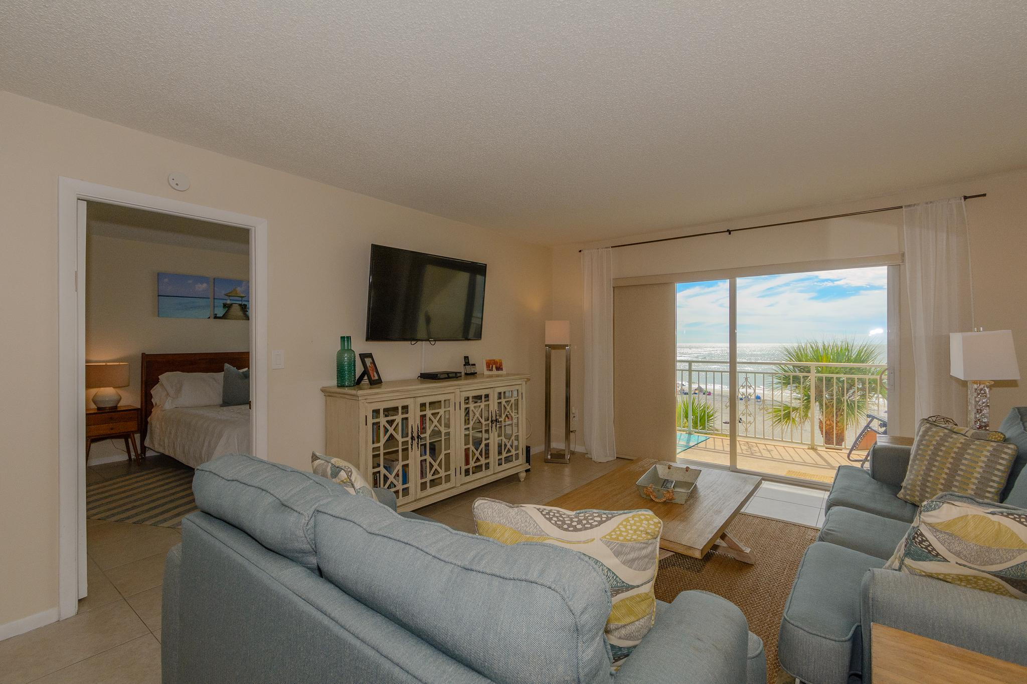 Lovely Two Bedroom Beachfront Apartment