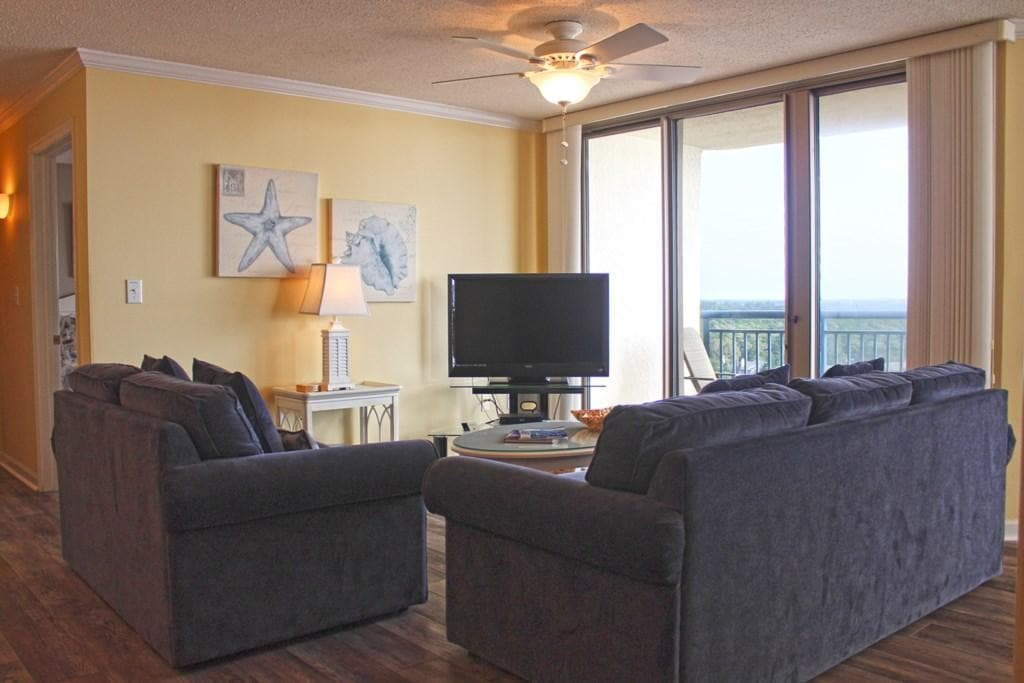 Newly updated ocean view high rise condo