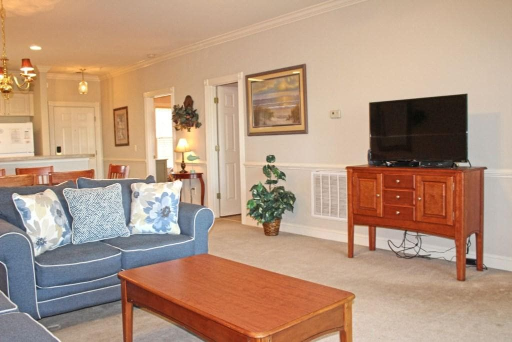 Great Golf Course Views  Updated Furnishings