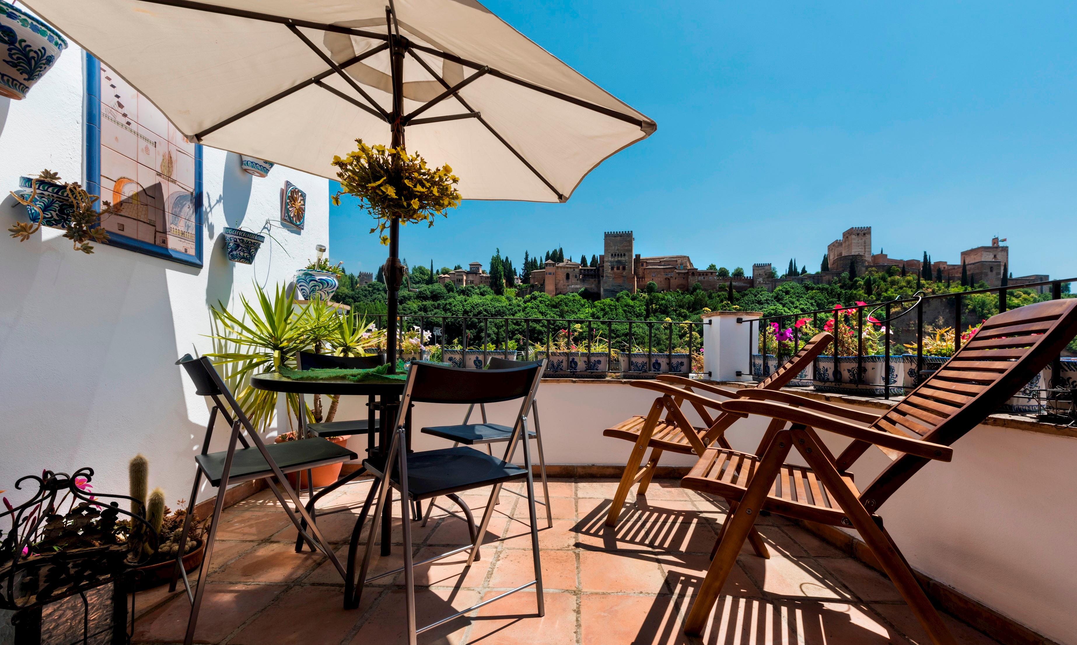 Property Image 1 - Cosy Apartment Facing Alhambra with Terrace