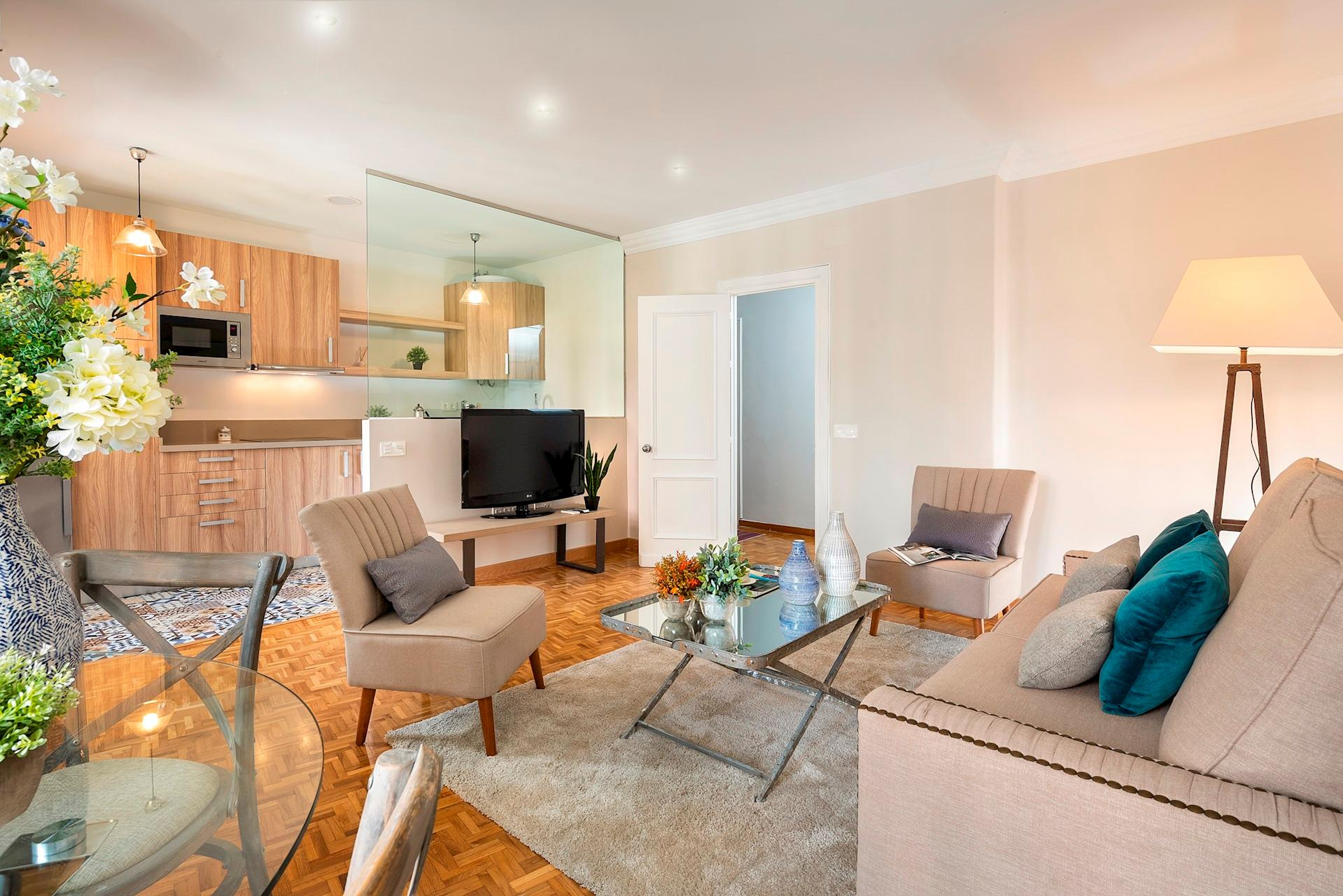 Property Image 2 - Lovely, Bright, Two-Bedroom Apartment in Soho District