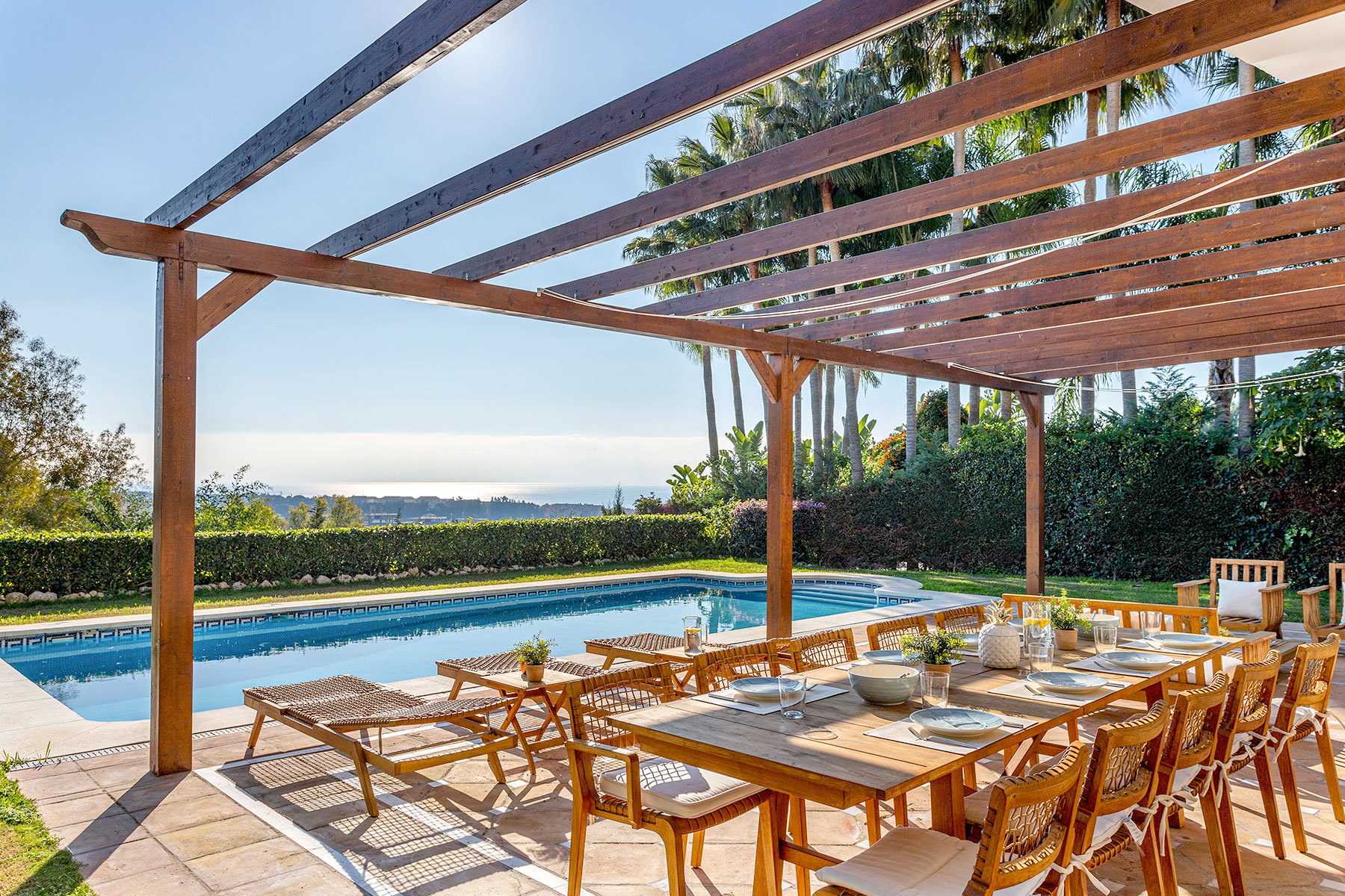 Amazing house with 6 bedrooms and private garden & pool in Marbella. Rio Real Golf