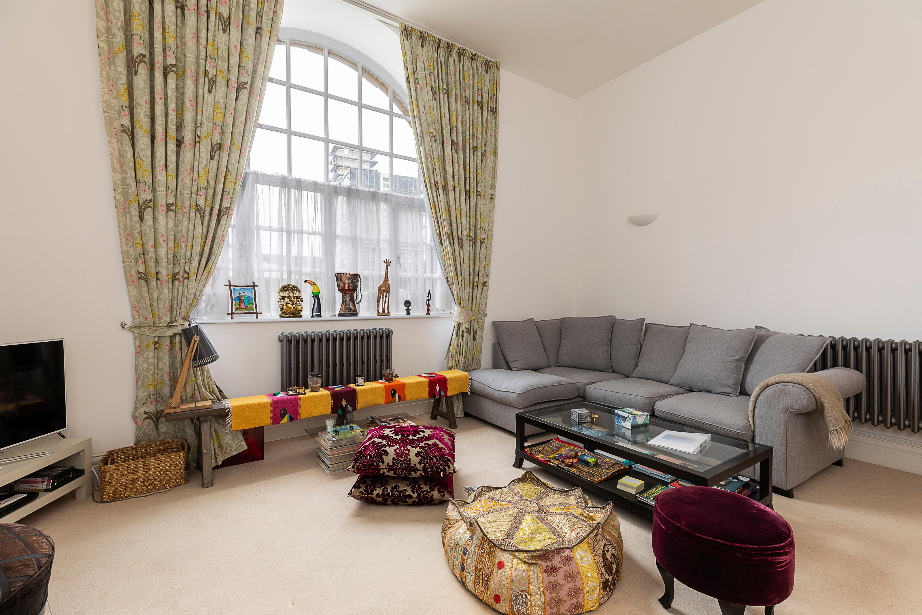 Property Image 1 - Spacious flat for 4 guests, moments from Battersea Park