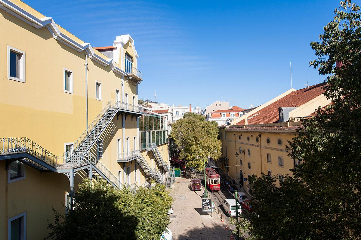 Ample 2-bed Home with Balcony&View in the Heart of Chiado