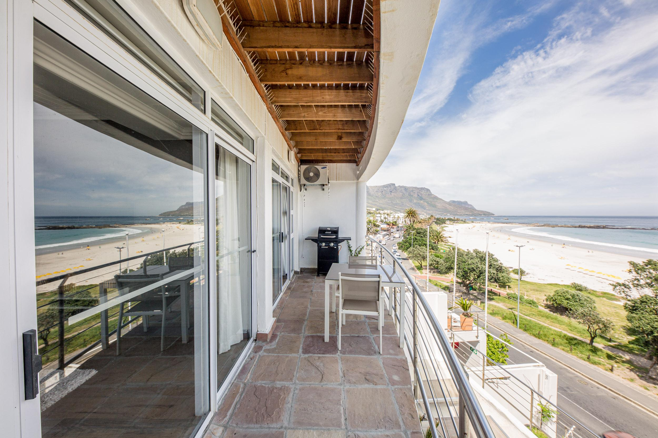 Property Image 1 - Cozy Modern One Bedroom Apartment Opposite Camps Bay Beach
