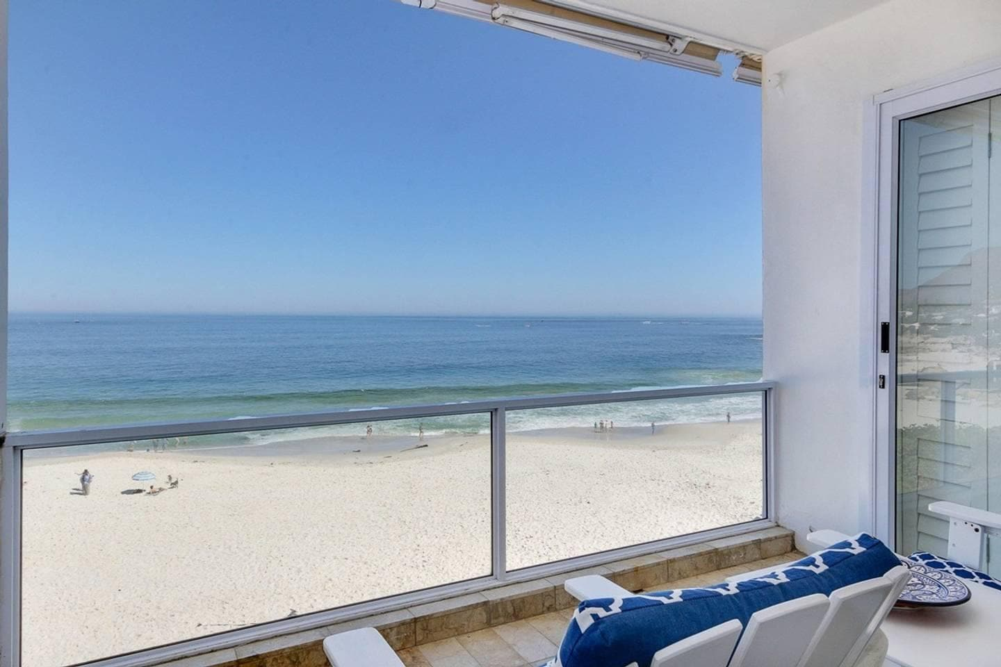 Property Image 2 - Cozy Beachfront Apartment in Clifton with Superb Ocean Views