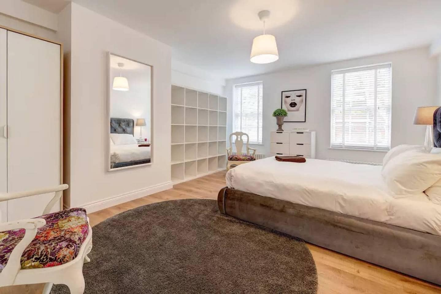 Property Image 1 - Settled Sqaure Apartment in Somers Town