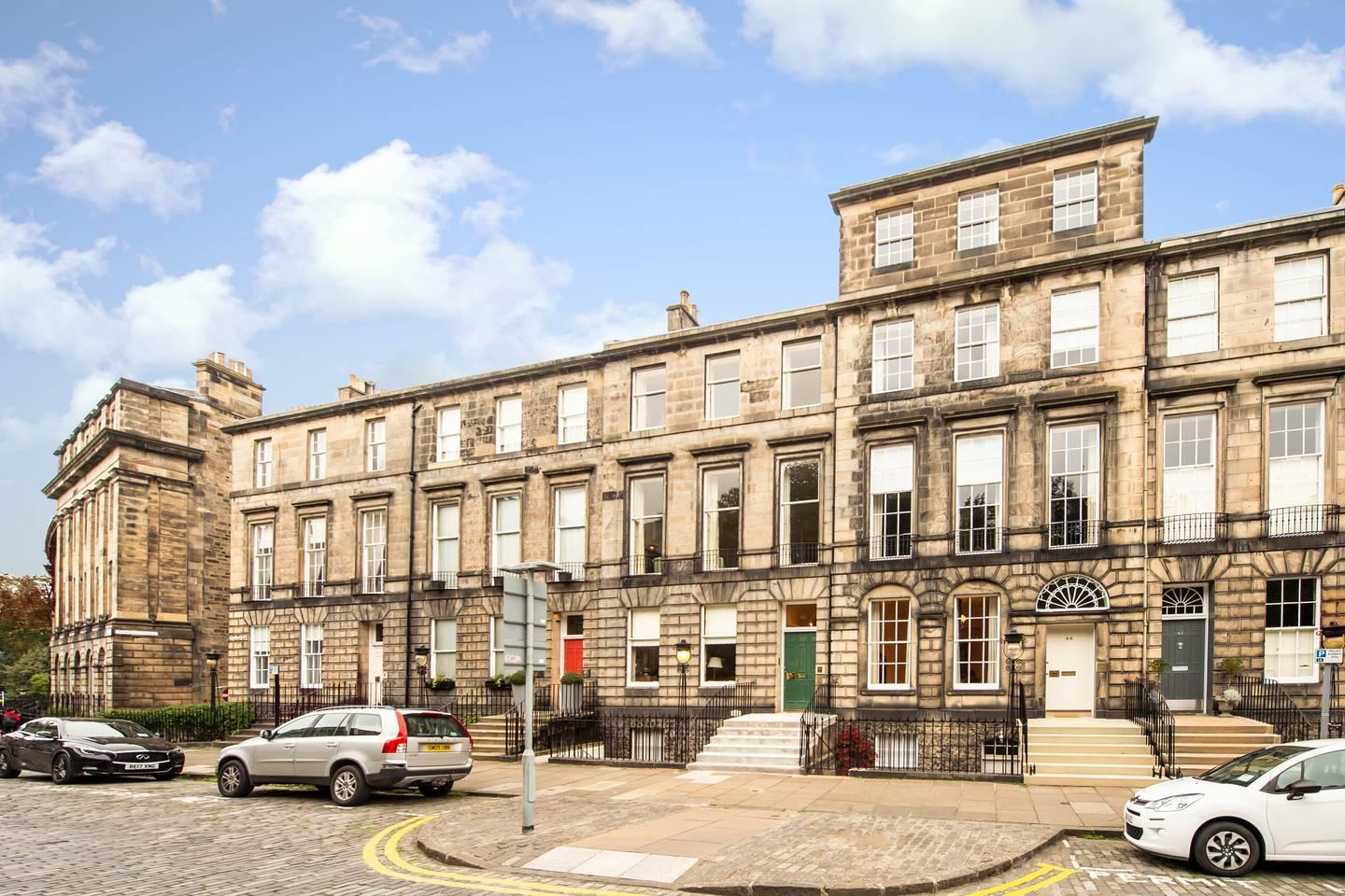 Property Image 2 - Spacious Four Bedroom Townhouse in Edinburgh New Town