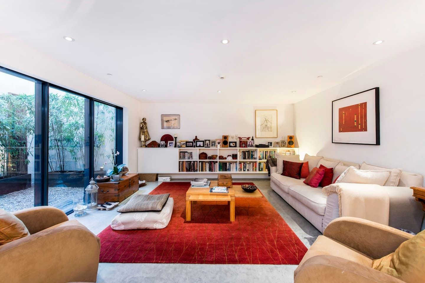 Property Image 1 - Sophisticated and Creative Pimlico Apartment