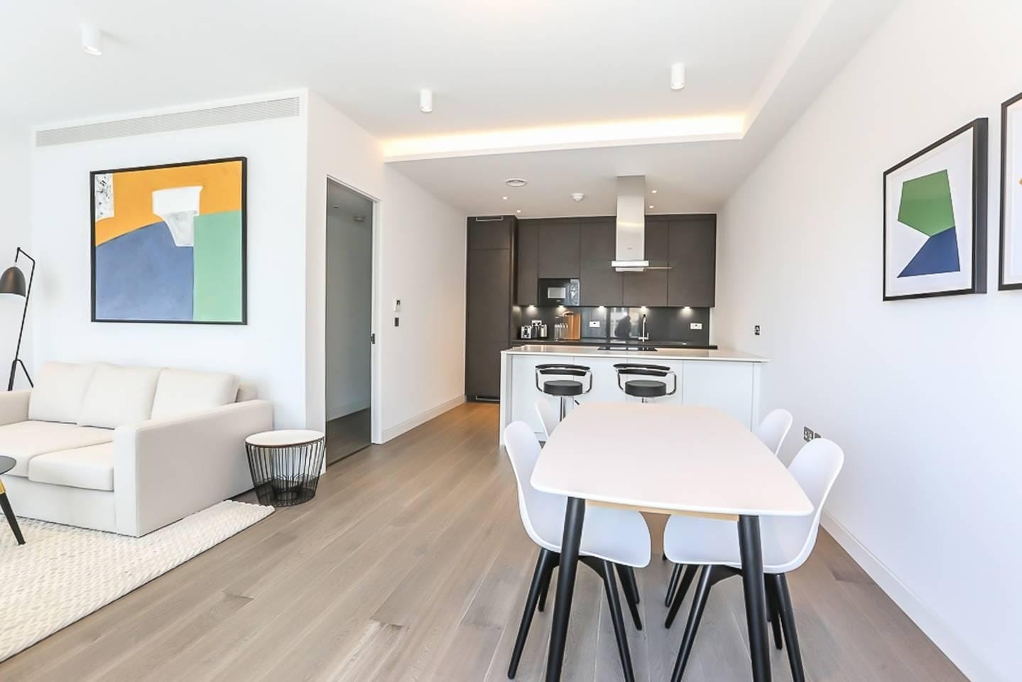 Property Image 1 - Luxurious 2 Bedroom Apartment with Balcony in Shoreditch