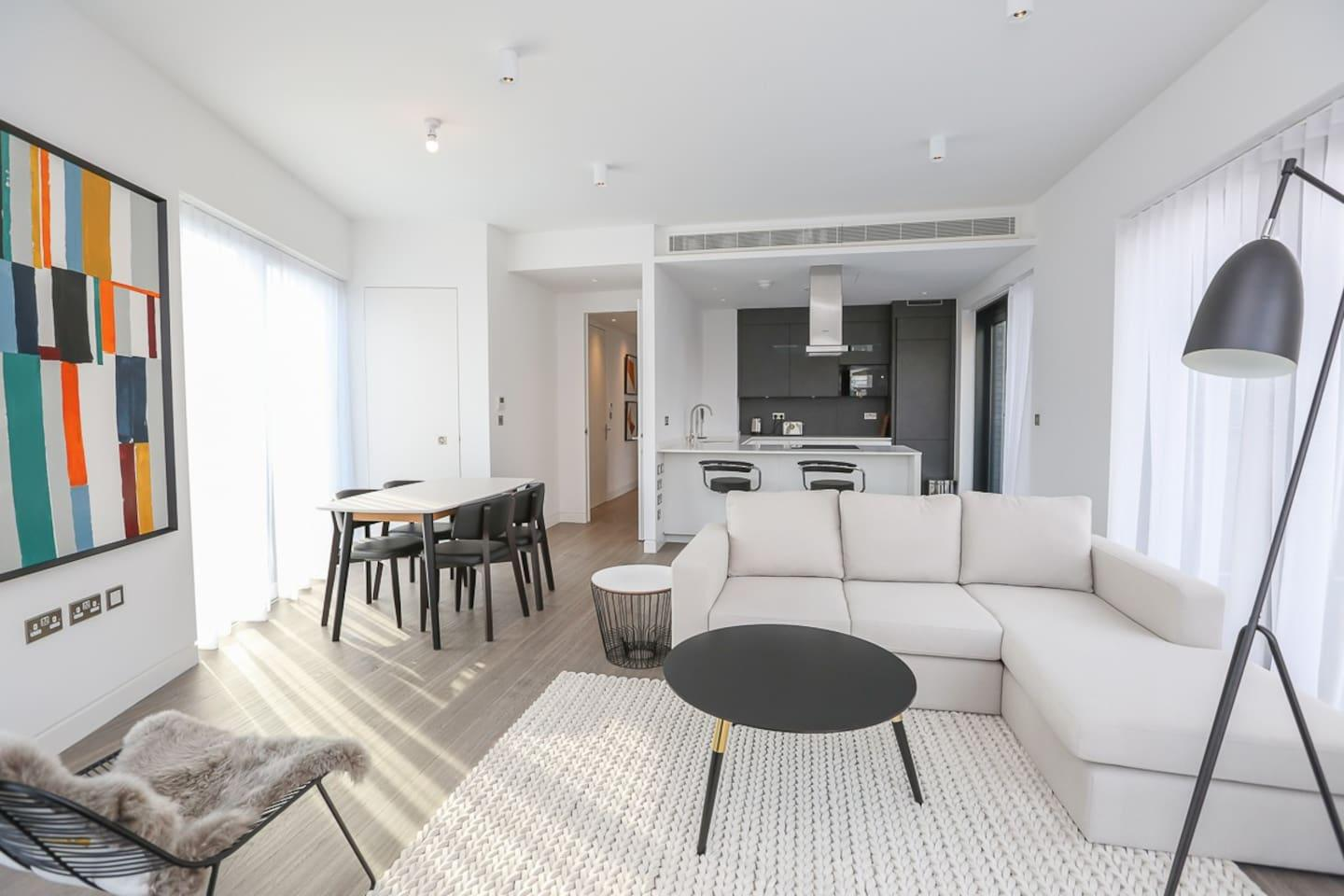 Luxury 2 Bedroom Apartment with Balcony in Shoreditch