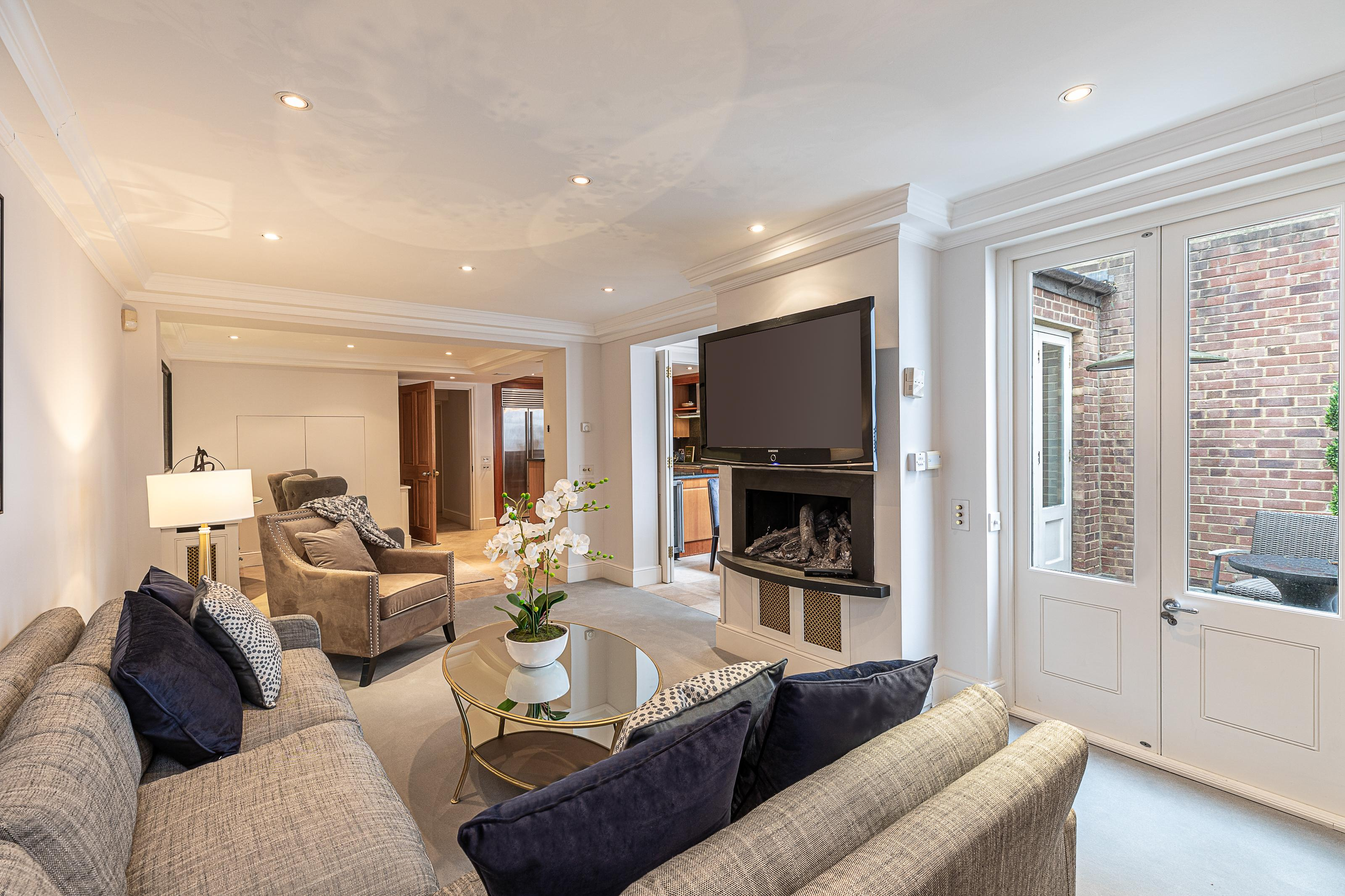 Property Image 1 - Exceptional 6BR house in Knightsbridge by Harrods