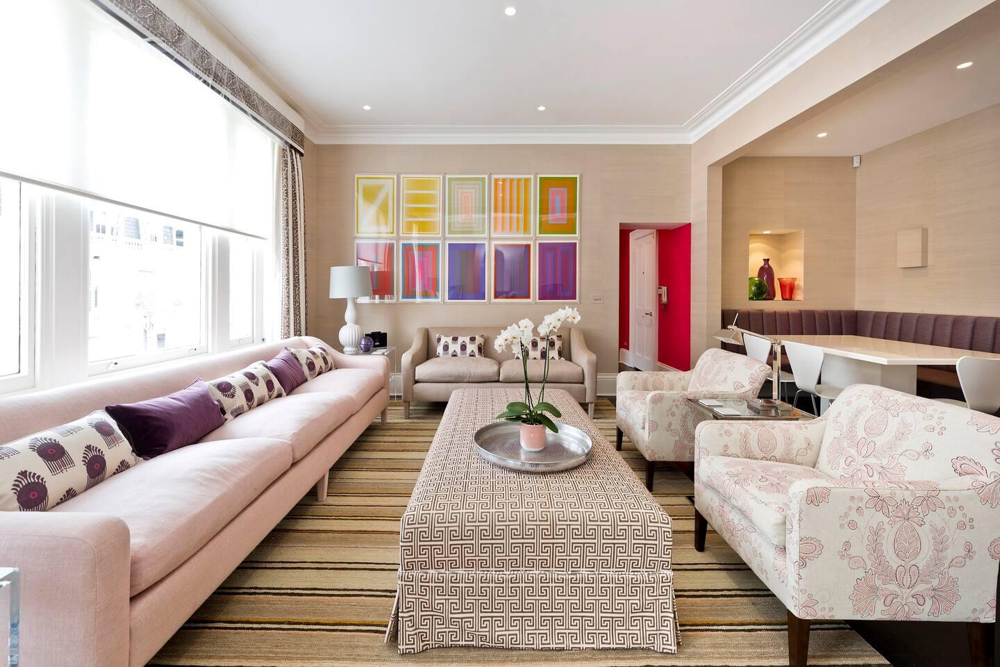 Property Image 1 - Sophisticated, Luxurious Apartment; Walk to Dining & Attractions