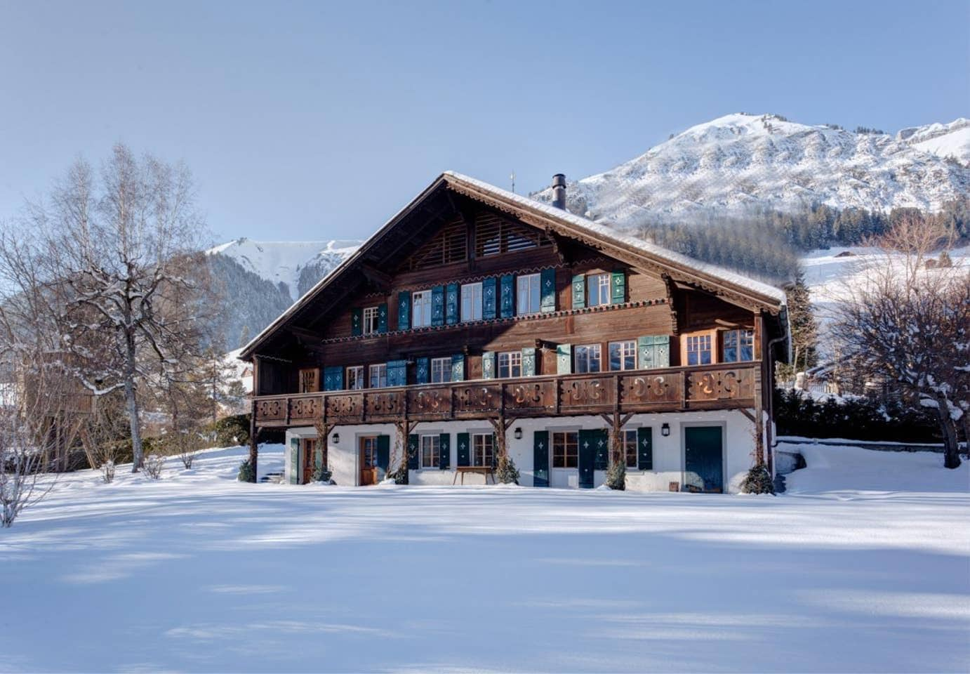 Property Image 1 - Classic 6-bedroom Alpine Chalet with Stunning Mountain Views